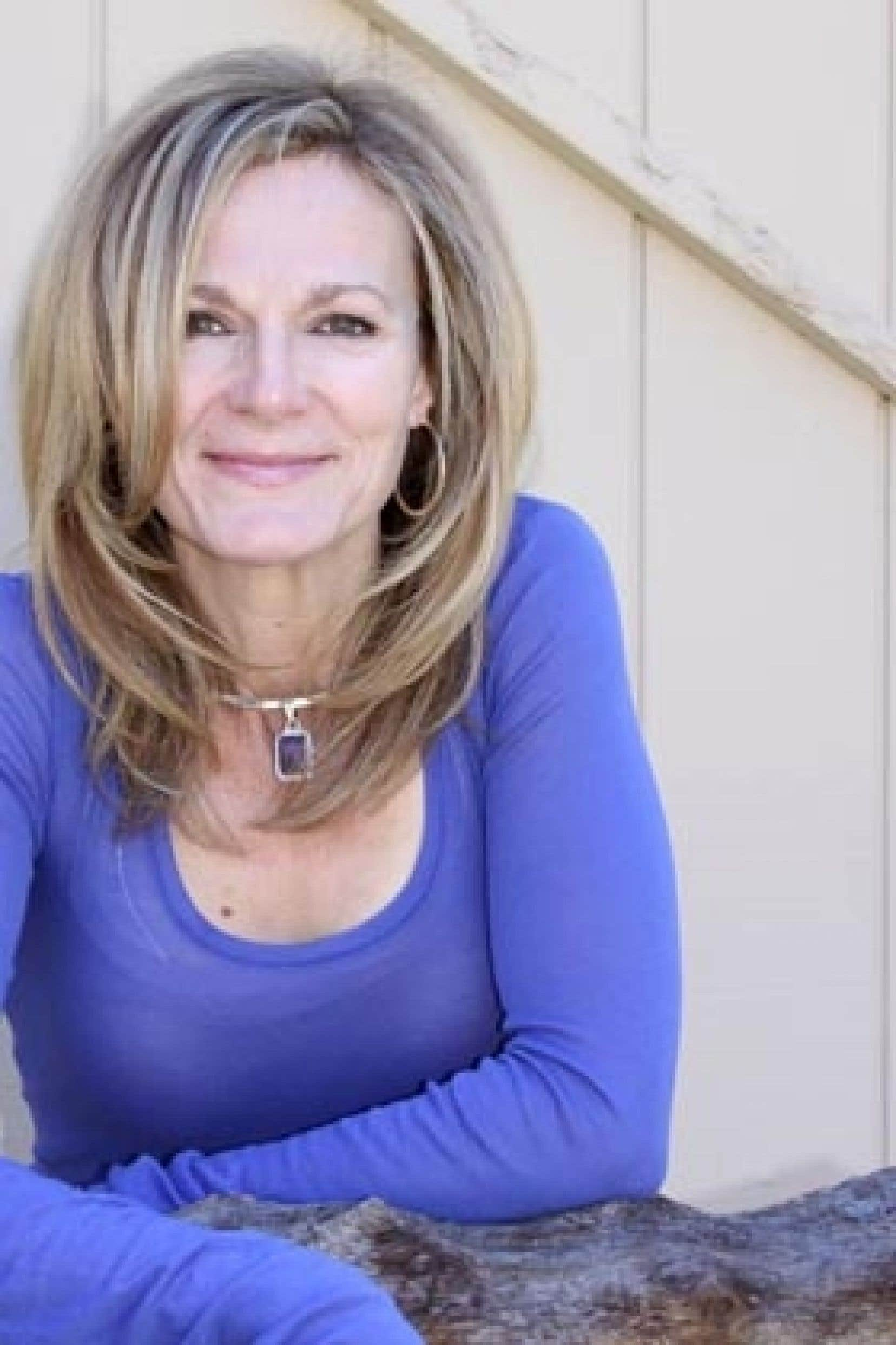 Ontarienne d'origine, Lori Lansens, scénariste de métier, vit aujourd'hui à Los Angeles.