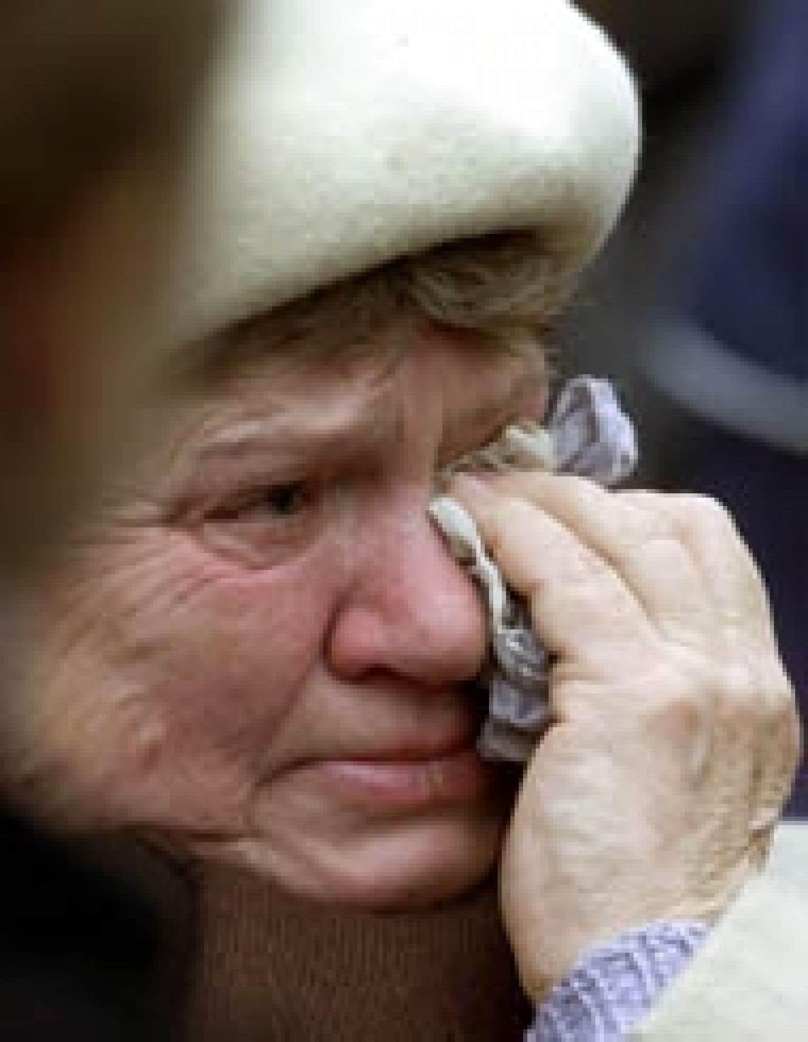 Cette Moscovite ne peut retenir ses larmes depuis trois jours: son petit-fils Sergeï, 17 ans, est parmi les otages détenus par le commando tchétchène.