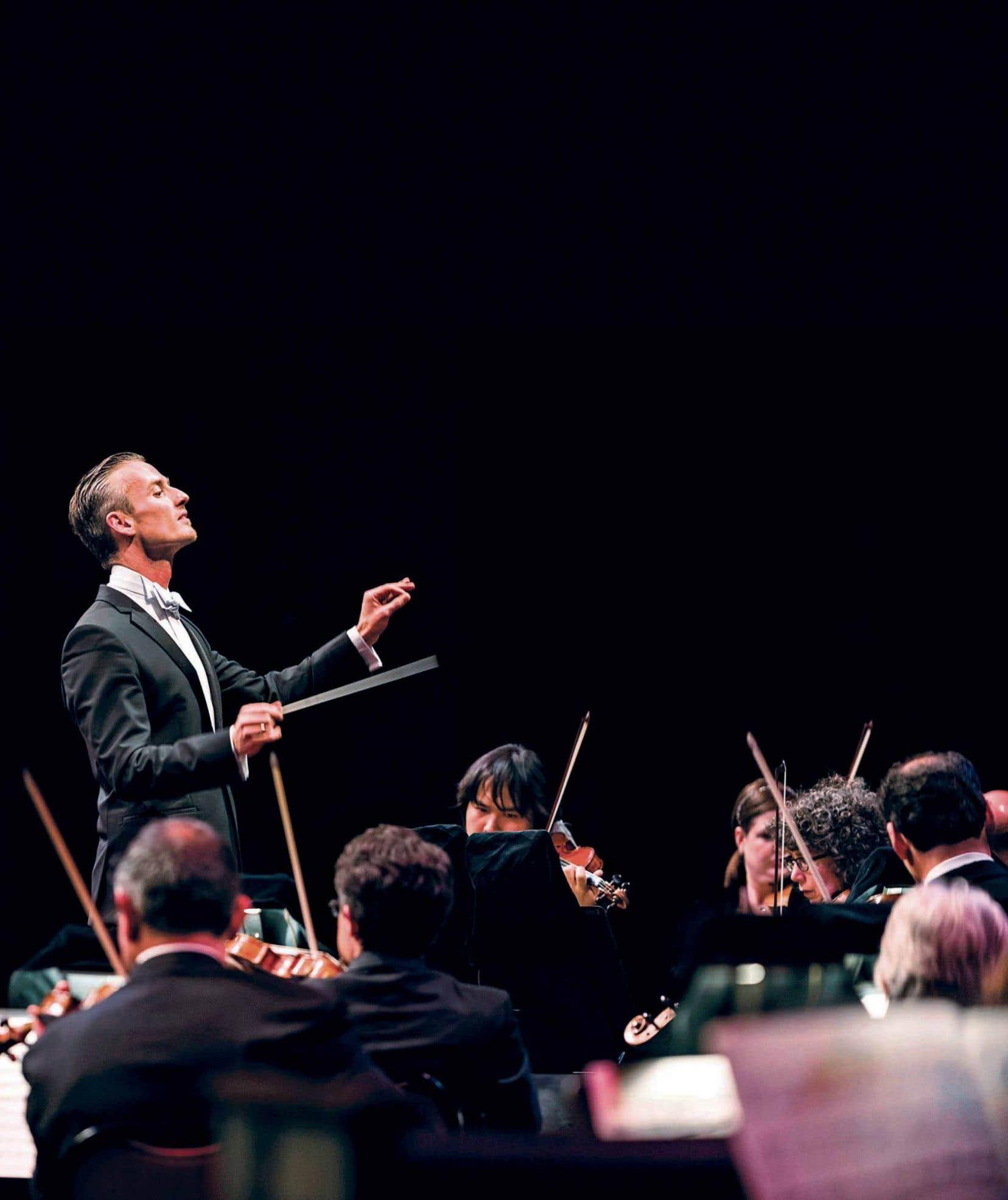 Alexander Shelley, nouveau chef de l'Orchestre du Centre national des arts, lors d'un concert en mai 2015