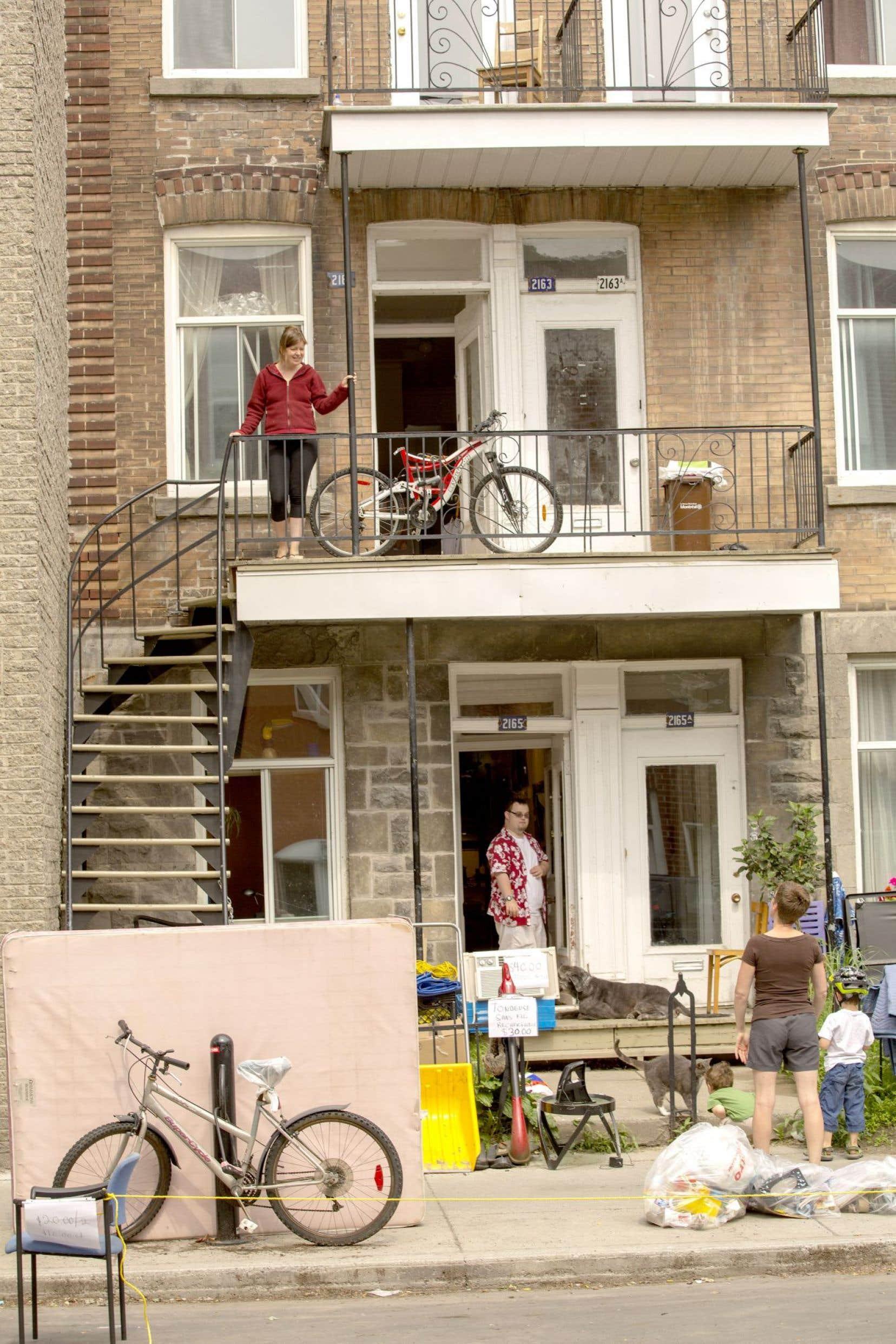 Le secteur du logement à Montréal se porte mal, alors que 50000 personnes se privent de nourriture pour payer leur loyer.