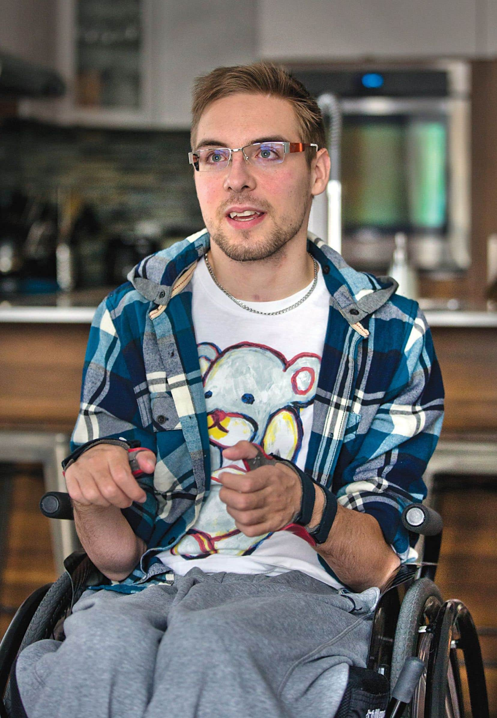 En février 2013, à l'âge de 23ans, l'artiste de cirque Maxime Girard a subi une grave fracture du cou.