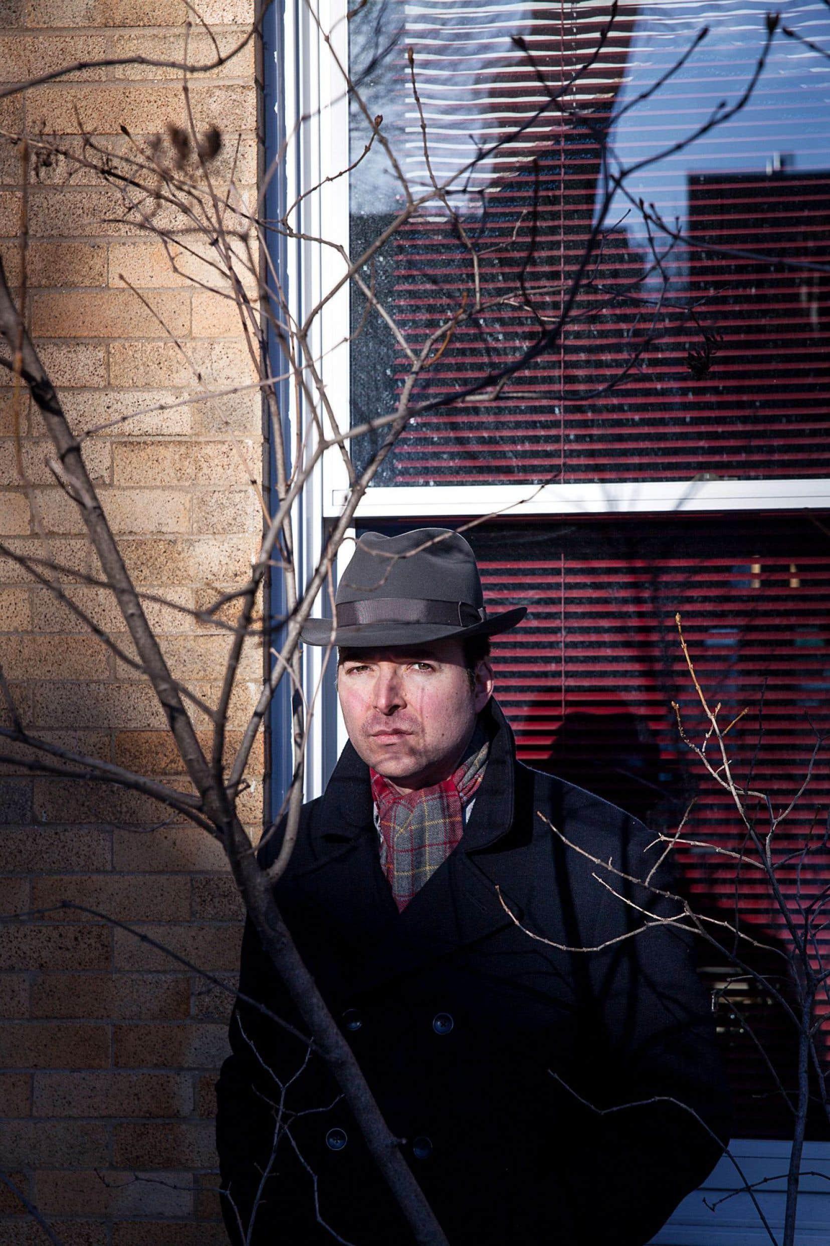 «Voir le monde avec un chapeau», de Carl Bergeron, défie toutes les étiquettes.