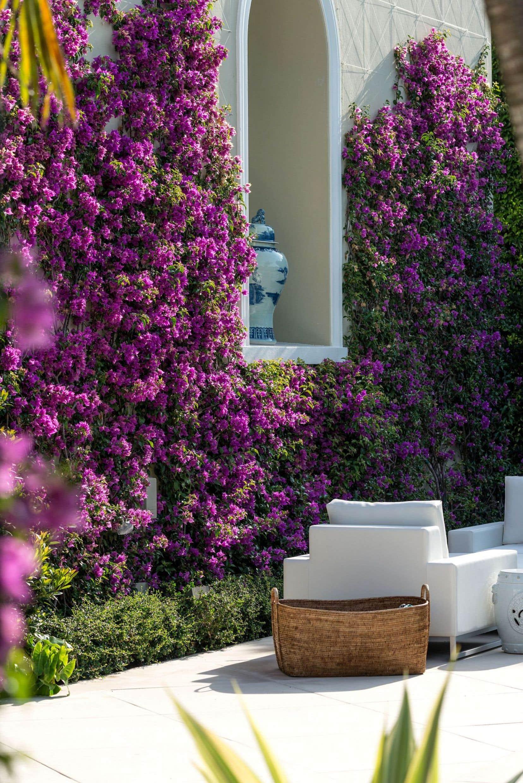 Les Ensembliers signent le design intérieur d'une villa de Floride qui réinvente le style Palm Beach.