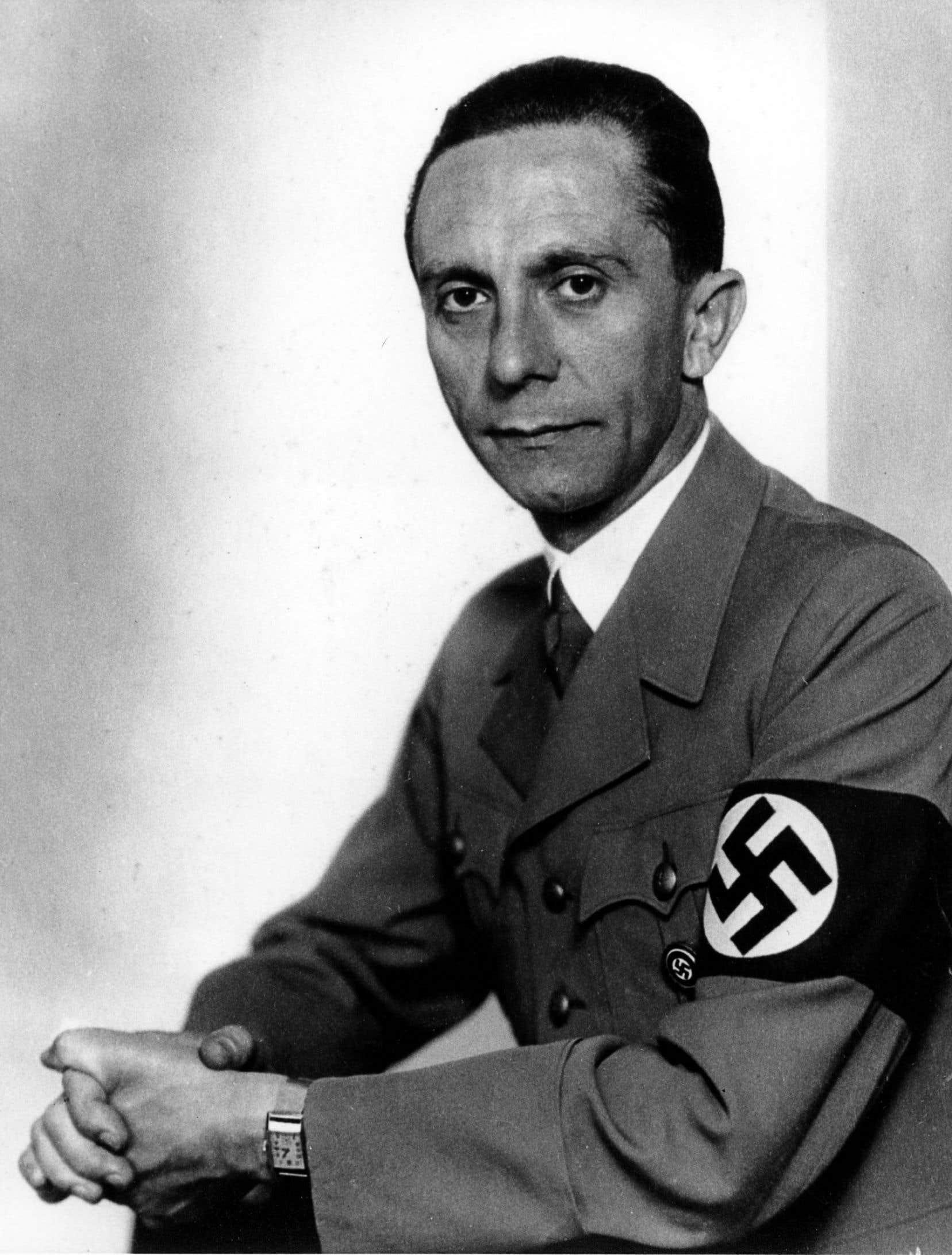 Au début des années 1940, Joseph Goebbels, le ministre de l'Éducation du peuple et de la Propagande, était aussi le directeur des studios de cinéma UFA-Babelsberg.