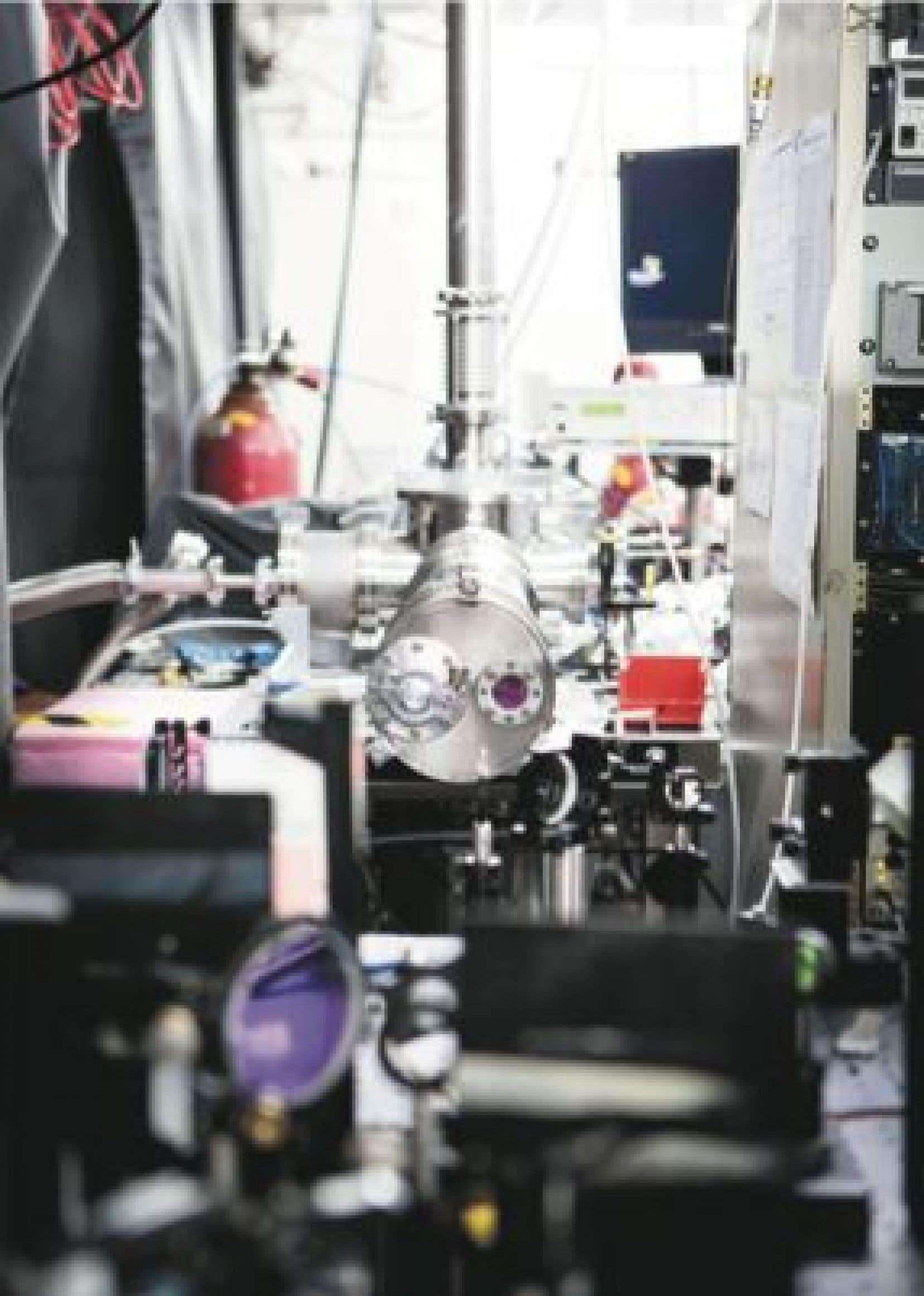 Dans le Laboratoire de sources femtosecondes, les chercheurs peuvent utiliser plusieurs sources lasers pour sonder la dynamique de la matière vivante et inerte.