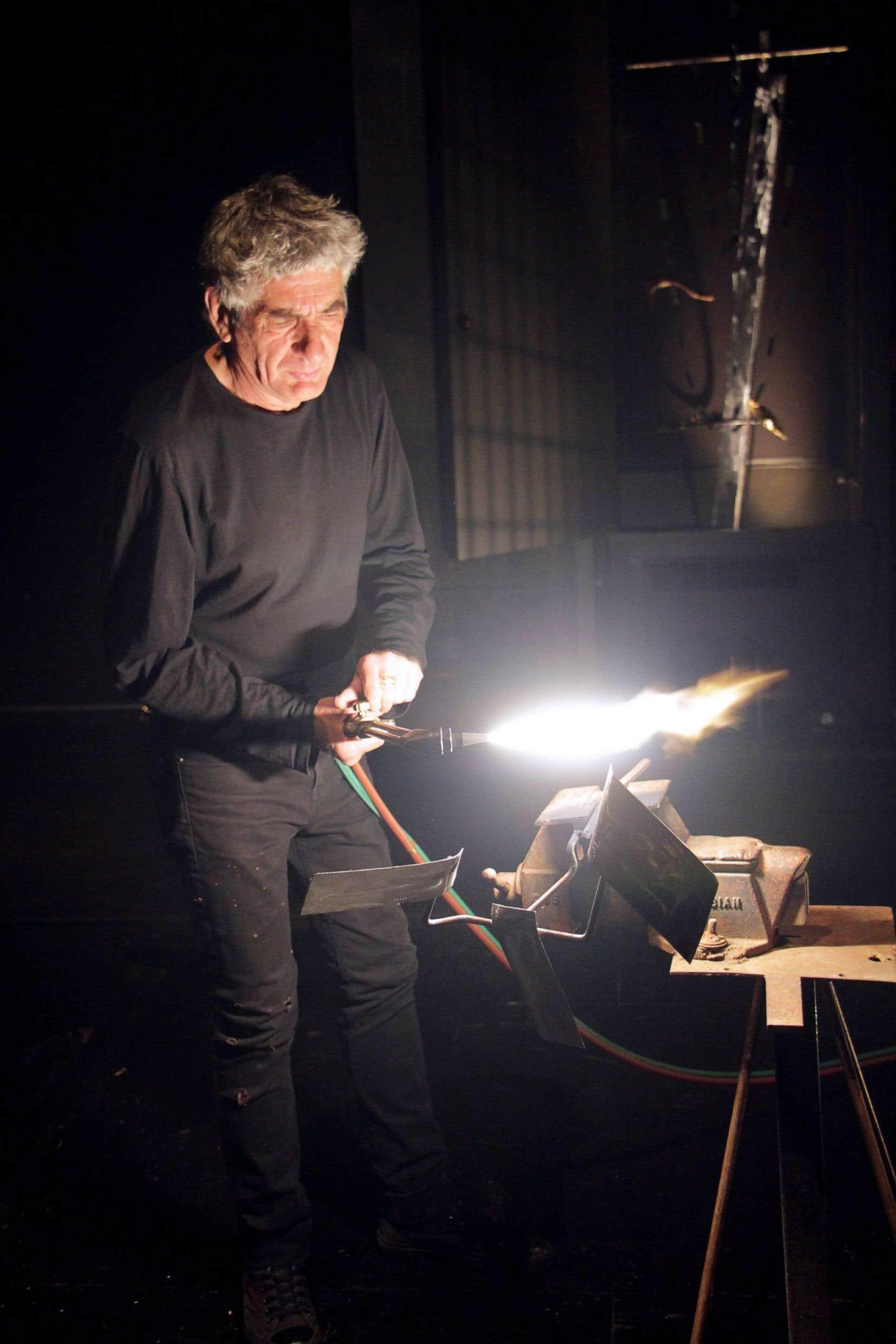 Parmi les personnages de «Pôle Sud», il y a Serge, qui soude et sculpte le métal.