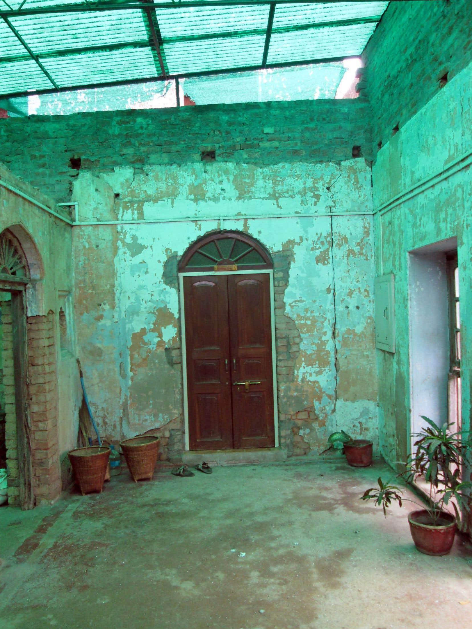 Un «ashram» à Varanasi, en Inde, fait partie de la composition-installation «Cartilages vrombissants», de Félix-Antoine Morin.