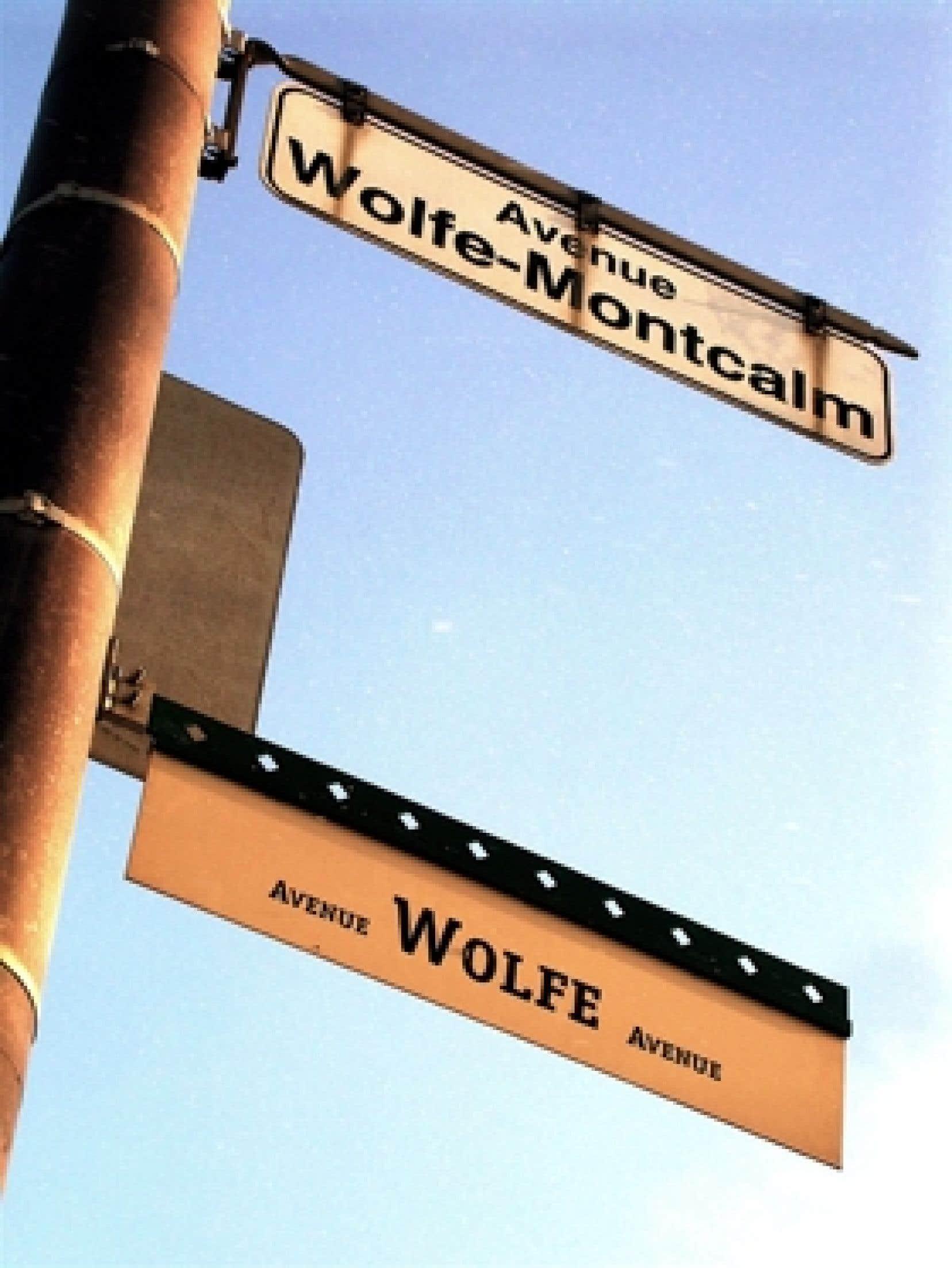 Photo: Antoine Robitaille  Àl'entréedesplaines d'Abraham,l'ambiguïté demeure sur le nom de l'allée qui mène au monument en l'honneur du général Wolfe. Un panneau blanc, en français, installé il y a longtemps par la Ville de Q