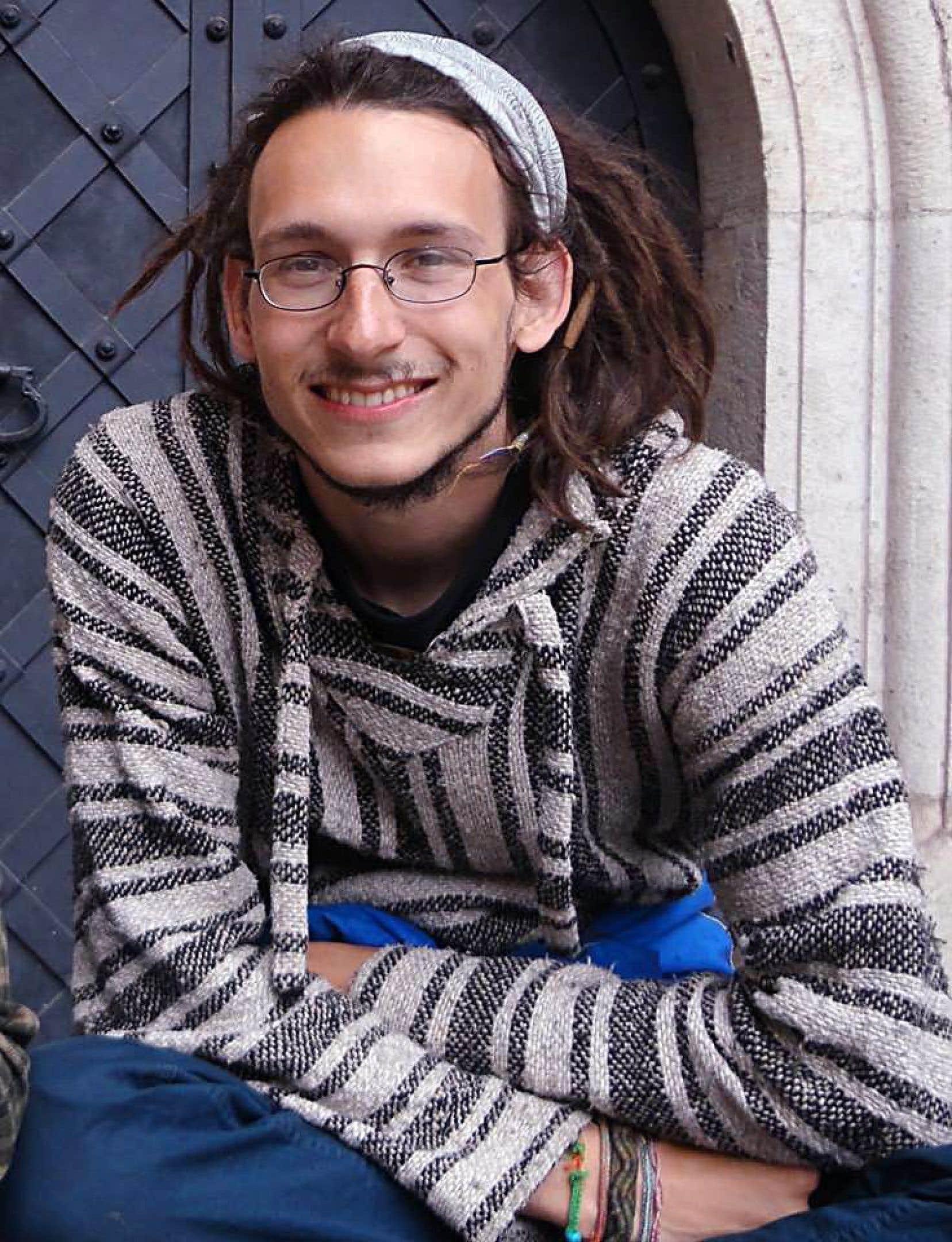Raphaël Létourneau, un étudiant en sociologie, a délaissé les habituels discours d'usage pour pointer d'un doigt accusateur les dirigeants de l'université.