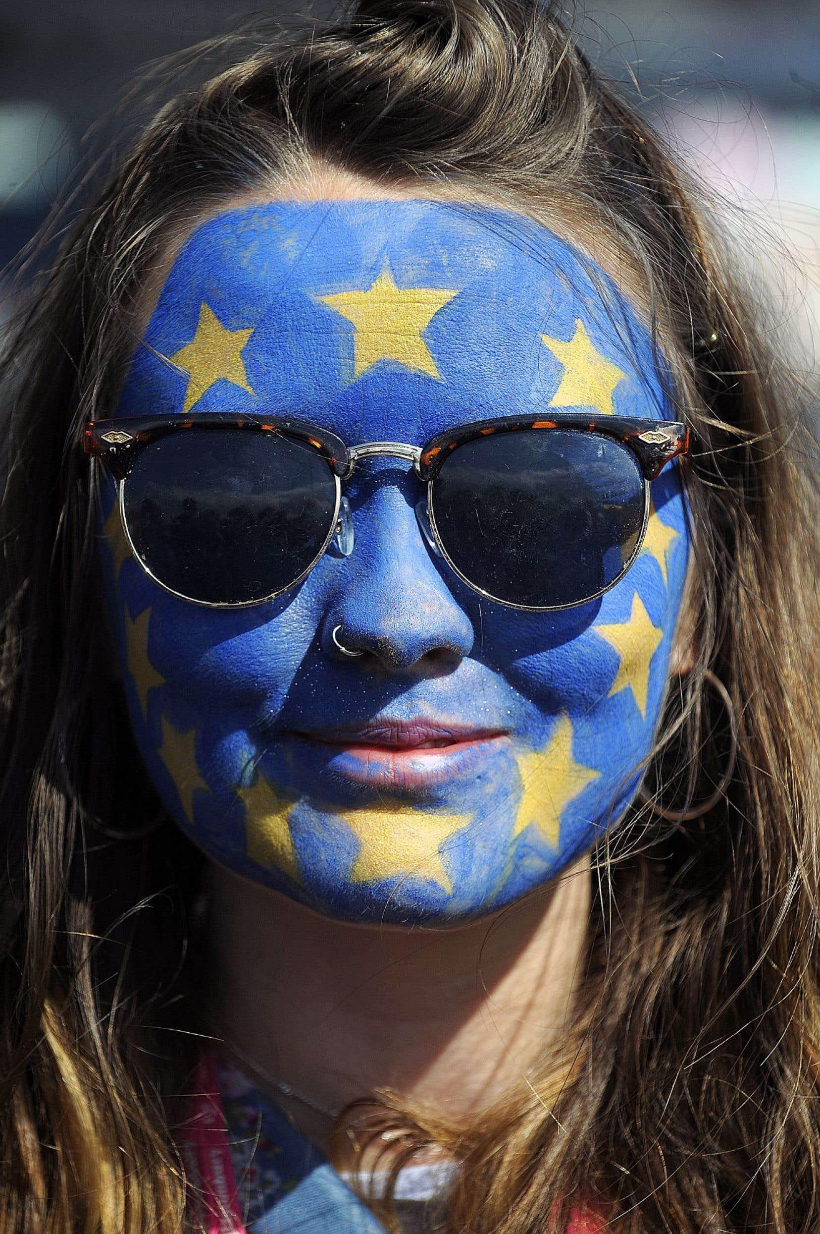 Au Festival de musique de Glastonbury, des festivaliers ont affiché leurs couleurs, entre autres pour le Remain dans l'Union européenne.