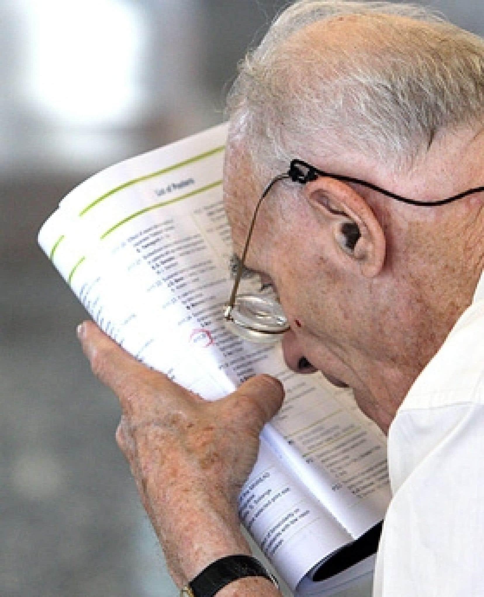 Chez les personnes de 80 ans ou plus, la proportion des personnes affectées par une déficience visuelle atteint 23,7 %.