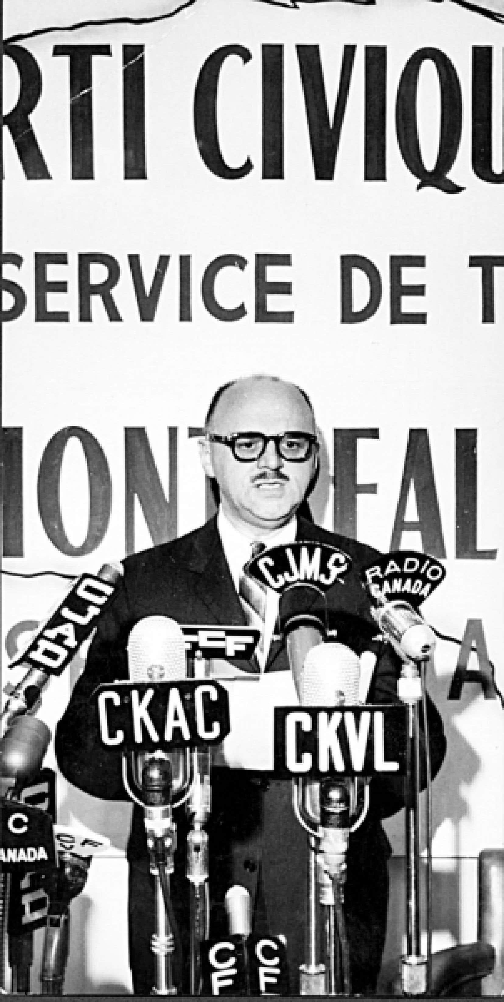La croisade du Devoir en 1950 contre la gangrène dans la politique municipale porte fruit et lance en orbite un jeune avocat nommé Jean Drapeau, propulsé à la mairie de Montréal en 1954.