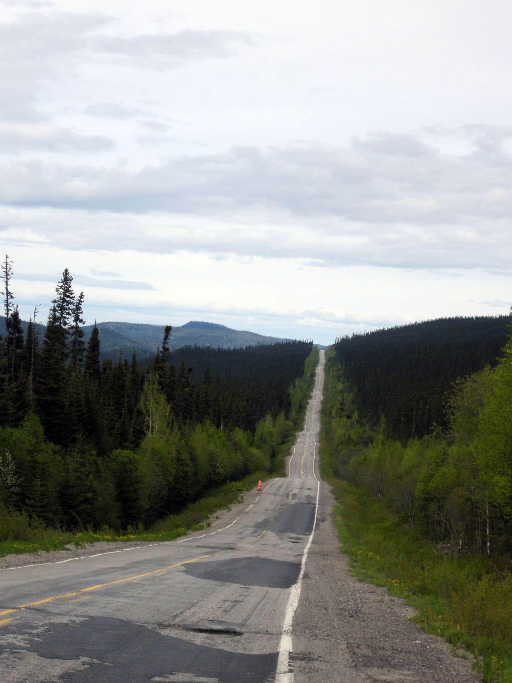 La fameuse route 389 s'étire de Baie-Comeau à Fermont, parfois belle et asphaltée, d'autres fois pleine de trous.