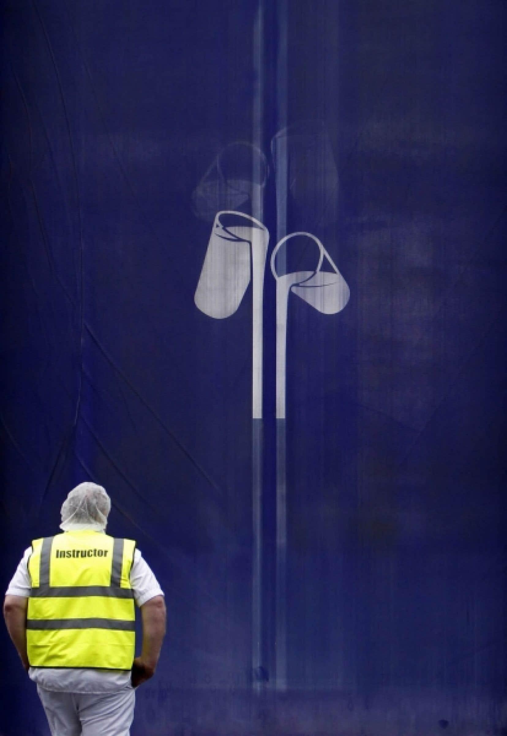 Un travailleur entre à l'usine Cadbury de Bournville, dans le centre de l'Angleterre. Le groupe emploie 5600 personnes au Royaume-Uni.