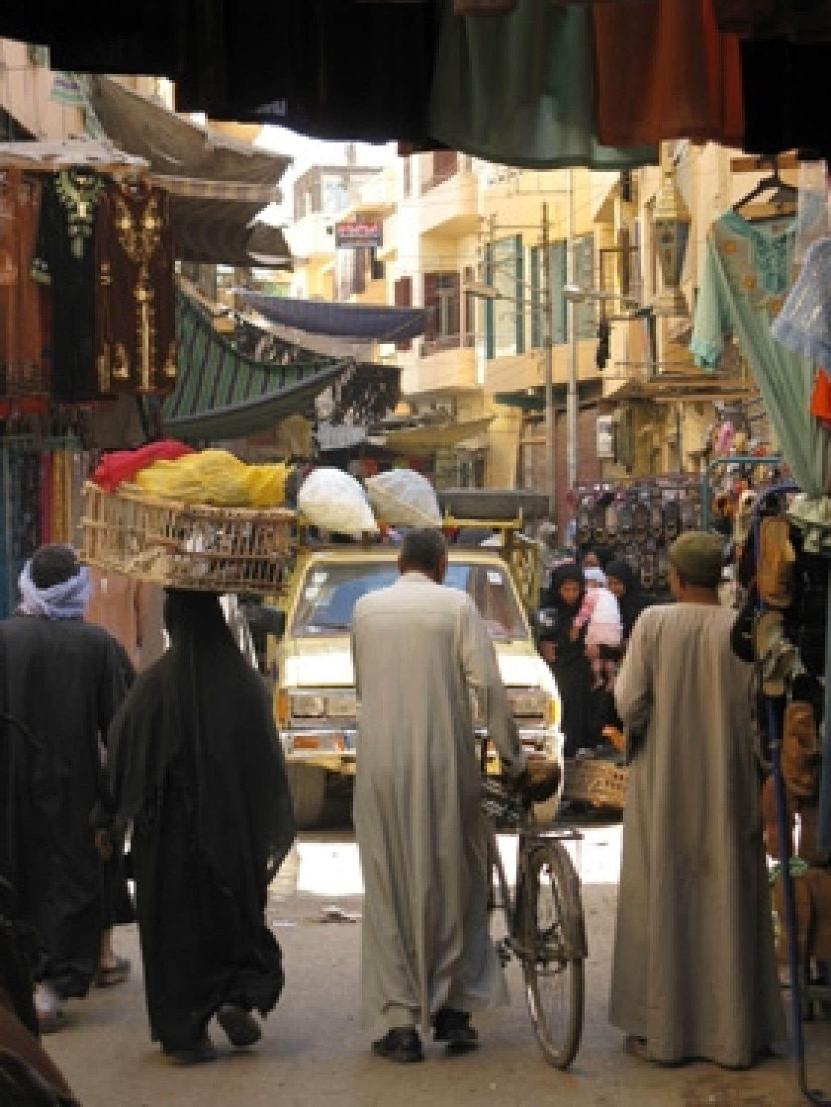 On peut se promener partout dans Le Caire, sur les grandes artères comme dans les ruelles, sans jamais ressentir ni peur ni malaise.