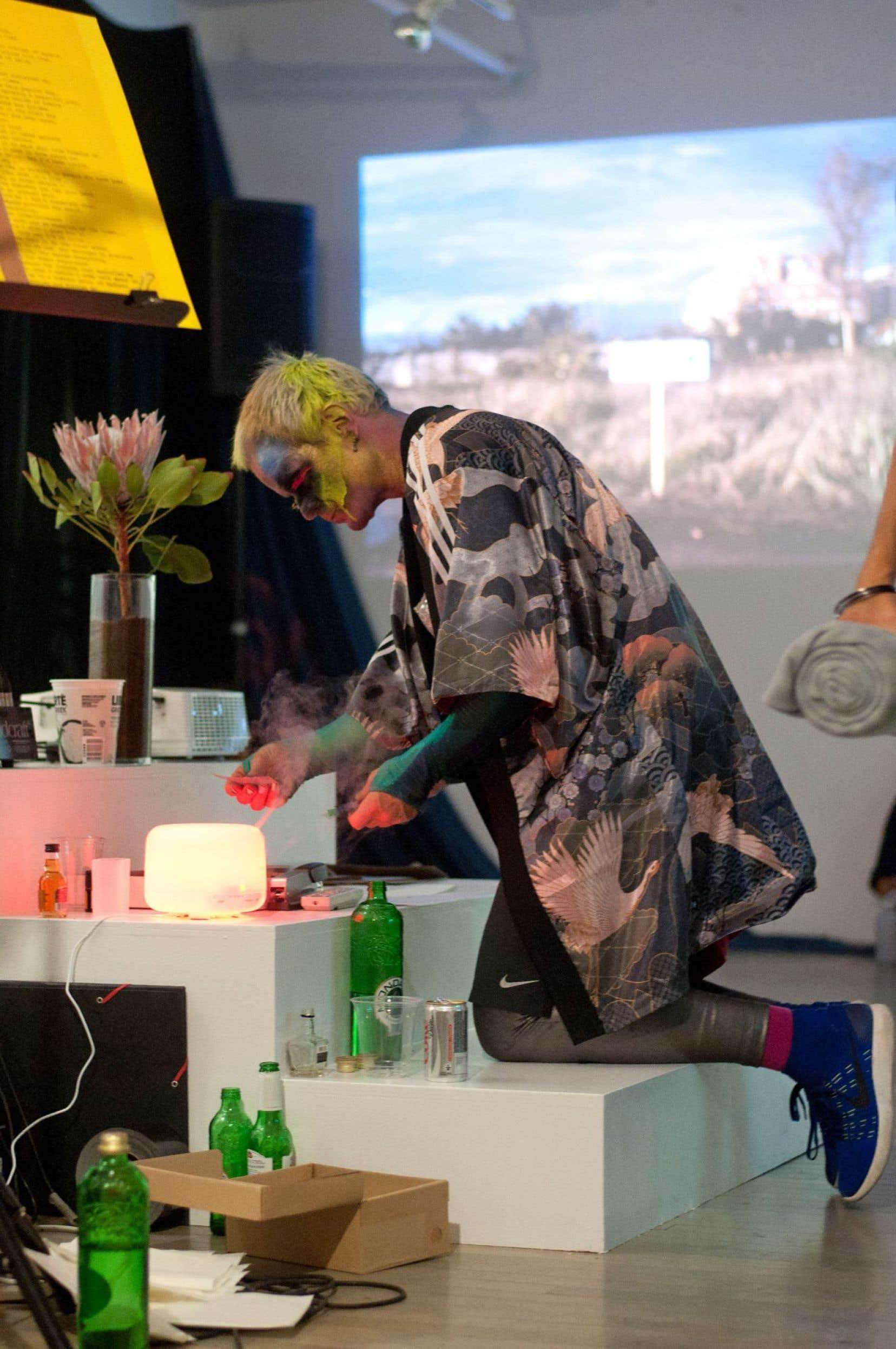La performance «Sticky Stage», par le duo Discoteca Flaming Star, a été présentée à la galerie SBC.