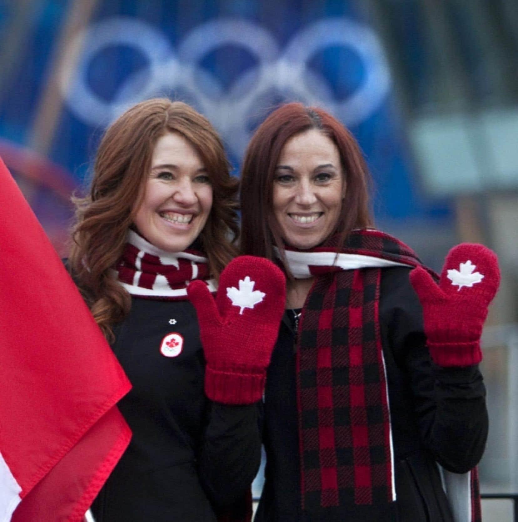 Nathalie Lambert (à droite) et la patineuse Clara Hugues, quelques jours avant les Jeux.