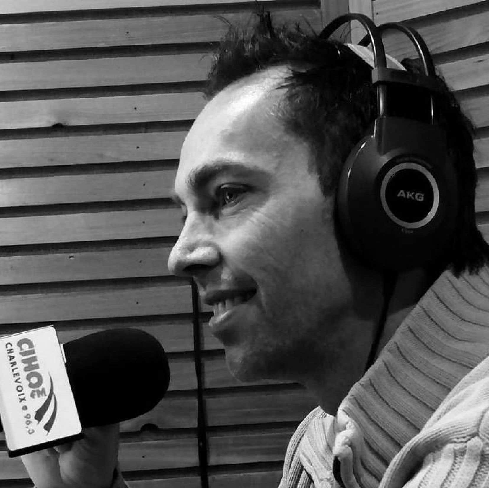 Le journaliste Geoffré Samson, de la radio communautaire CIHO FM de Charlevoix