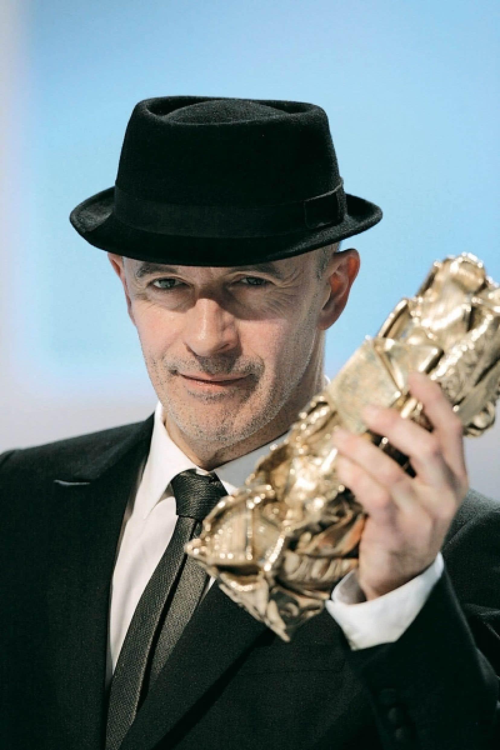 Jacques Audiard recevant samedi le César du meilleur réalisateur pour Un prophète, également élu meilleur film.