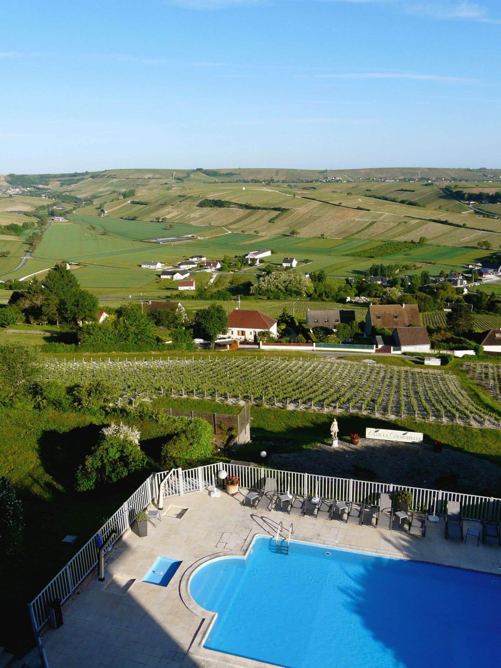 Vue de Chavignol au loin, du haut de la colline de Sancerre.