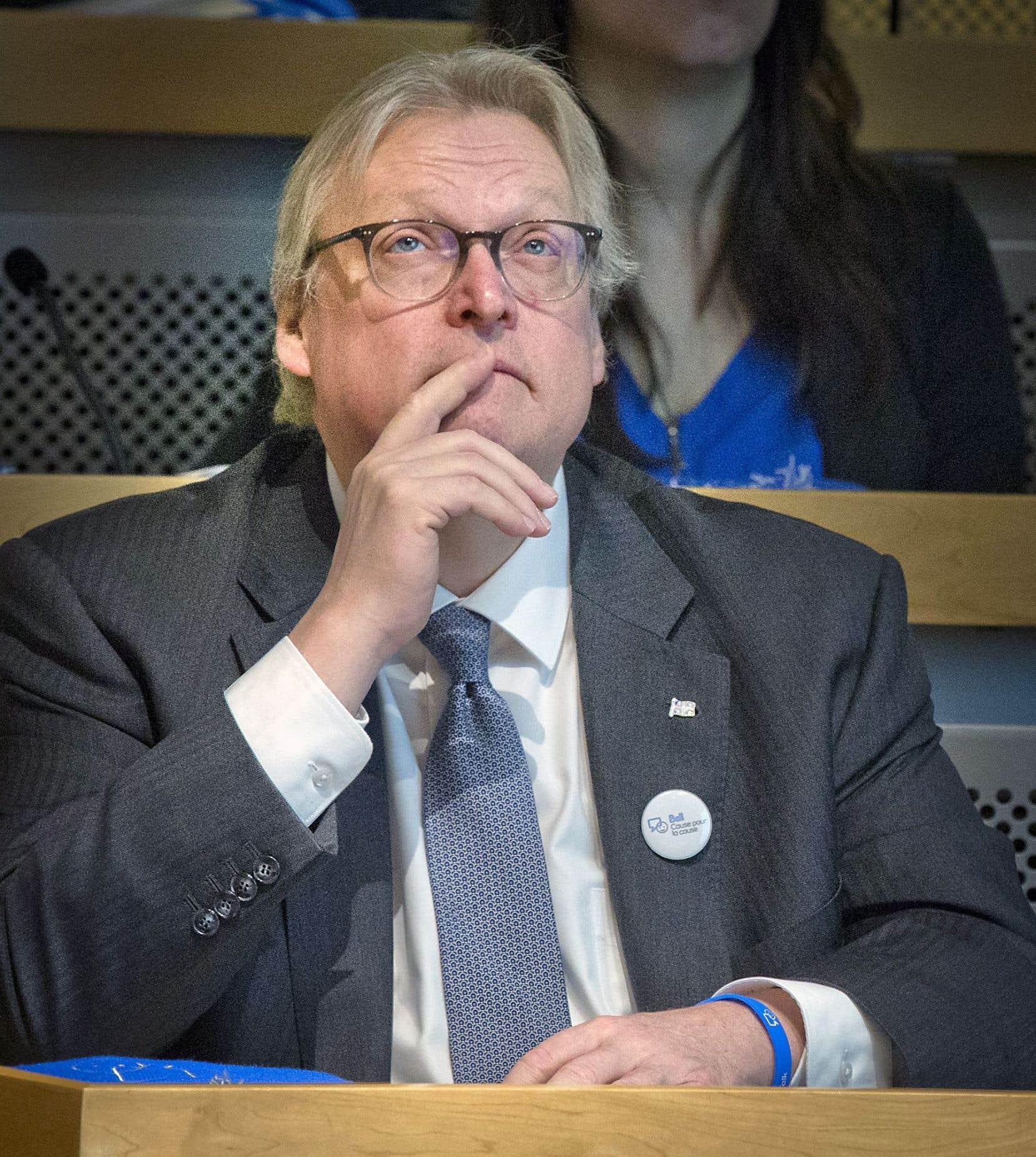 Le ministre de la Santé Gaétan Barrette improvise, accusent les médecins spécialistes.