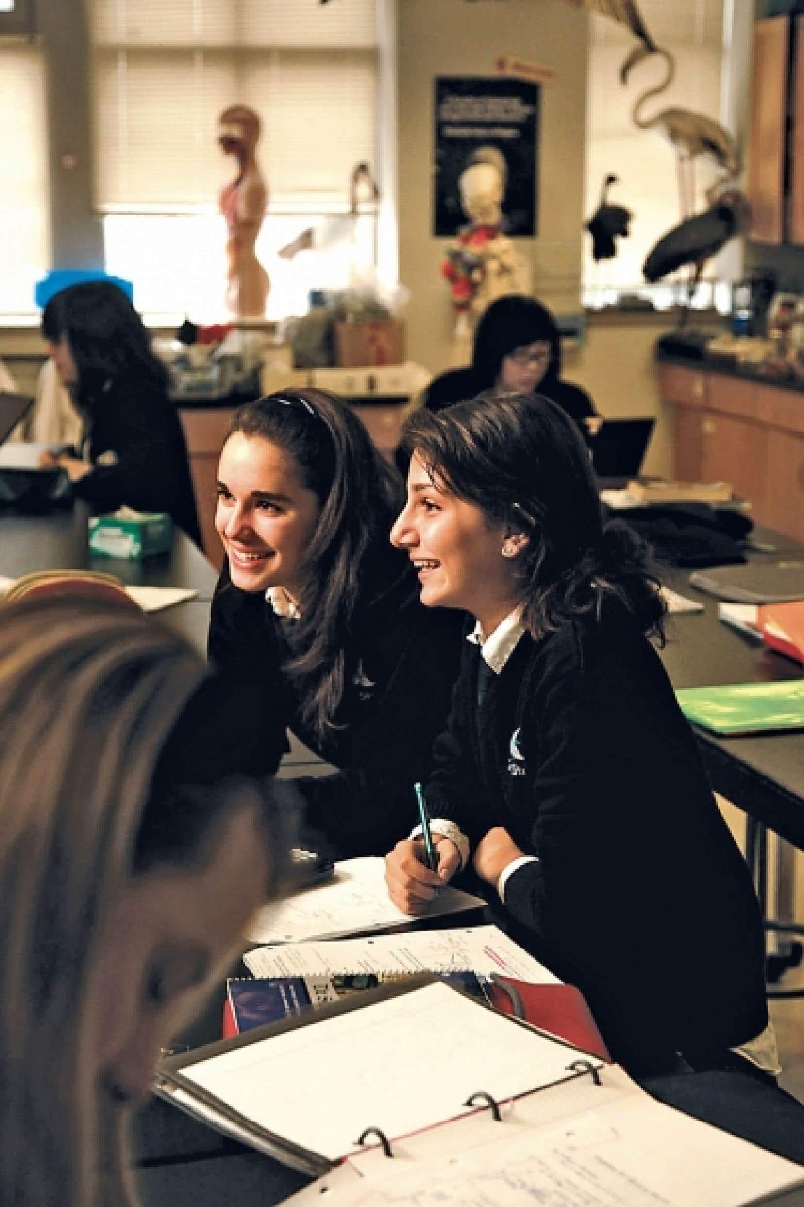 L'école The Study, à Westmount, est une école primaire et secondaire privée bilingue membre de l'Association des écoles privées du Québec.