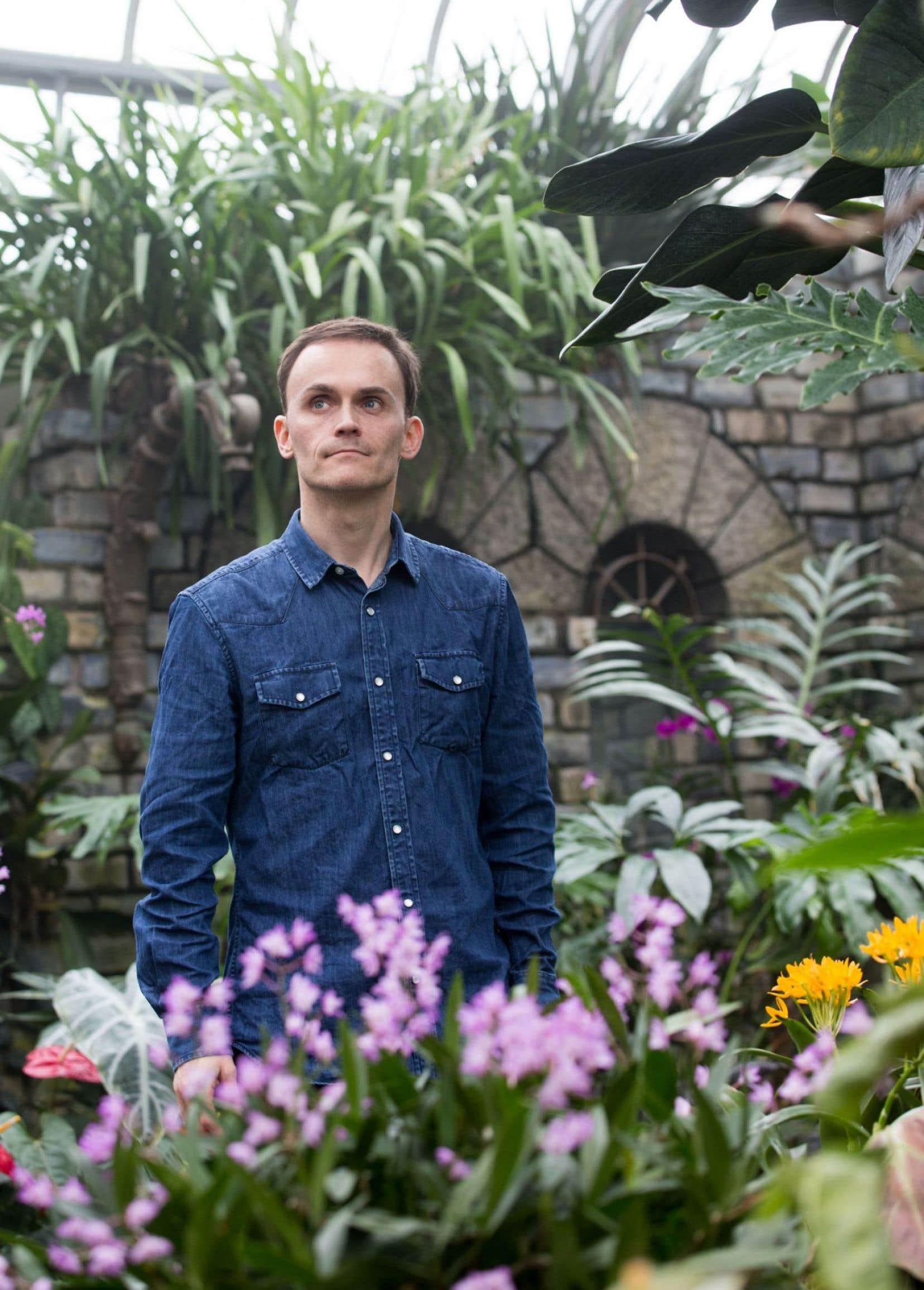 La passion du jardinage a fait son chemin. Contaminé par Frank Cabot, Sébastien Chabot, ici au Jardin botanique, s'y est mis aussi.