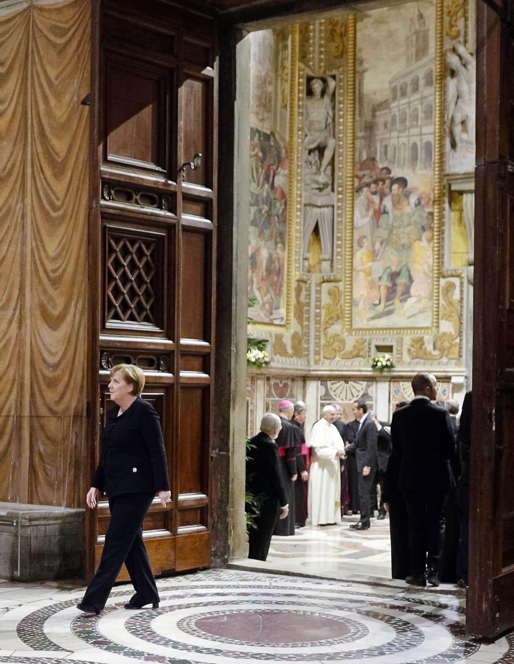 Les 27 chefs d'État de l'Union européenne (dont la chancelière allemande, Angela Merkel) ont rencontré le pape au Vatican à la veille de la rencontre soulignant le 60e anniversaire du Traité de Rome.