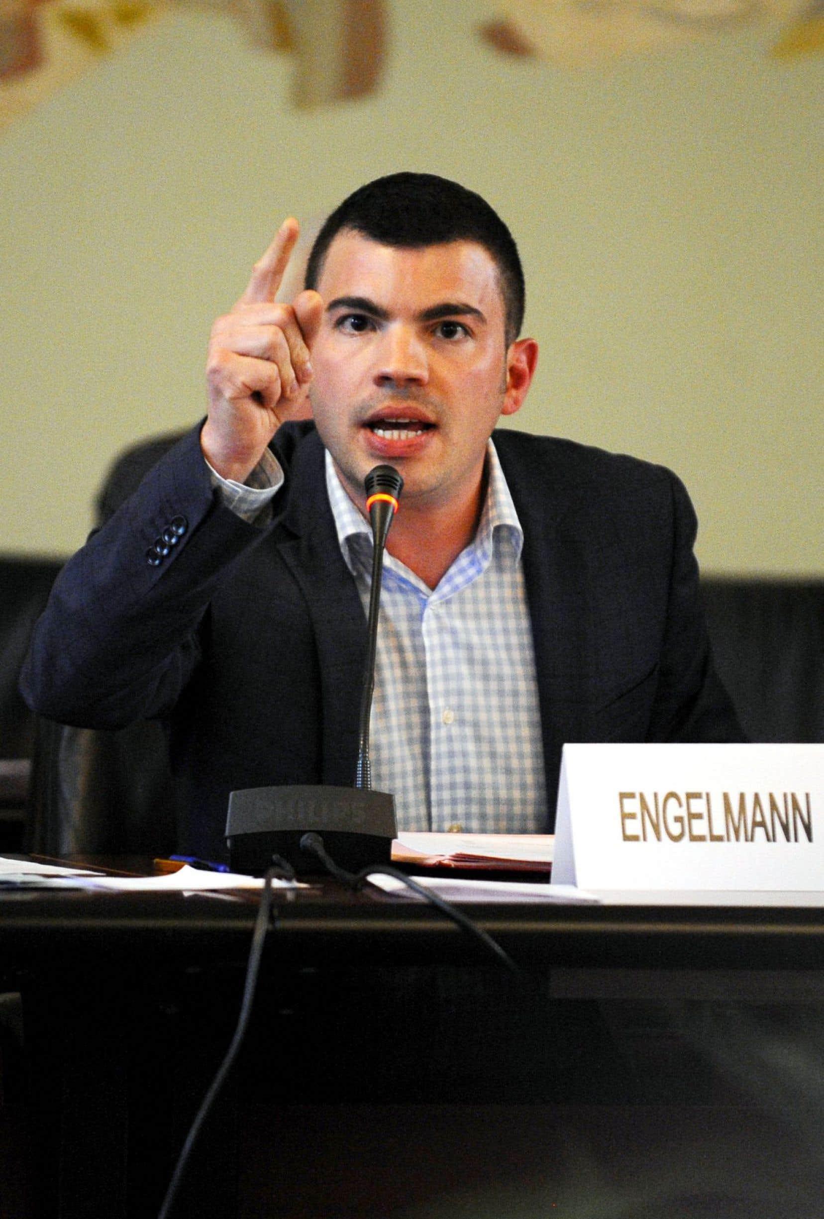 Ancien militant à Lutte ouvrière et au Nouveau Parti anticapitaliste, le maire de Hayange a rejoint les rangs du Front national.