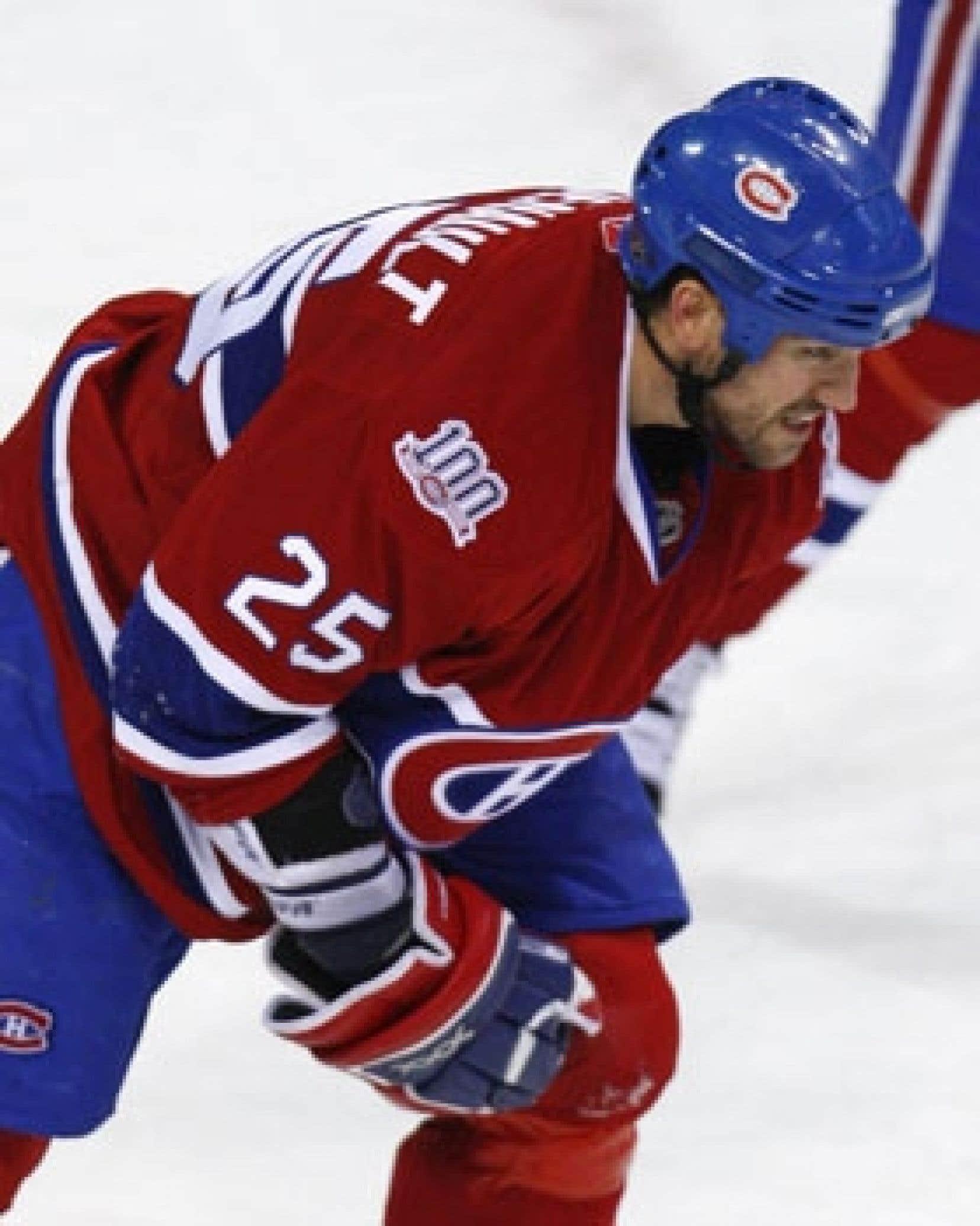 Mathieu Dandenault a subi une triple fracture du radius, plus quelques fissures, lors du match contre Calgary, mardi à Montréal.