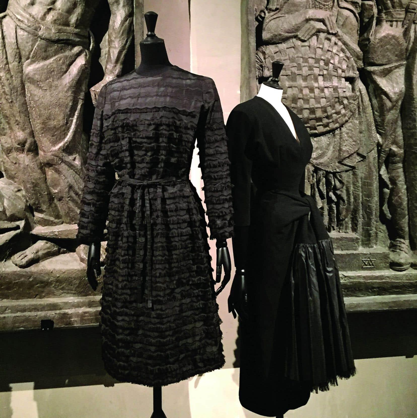 Des créations du couturier espagnol Cristóbal Balenciaga, présentées à l'occasion de l'exposition «Balenciaga, l'œuvre au noir»