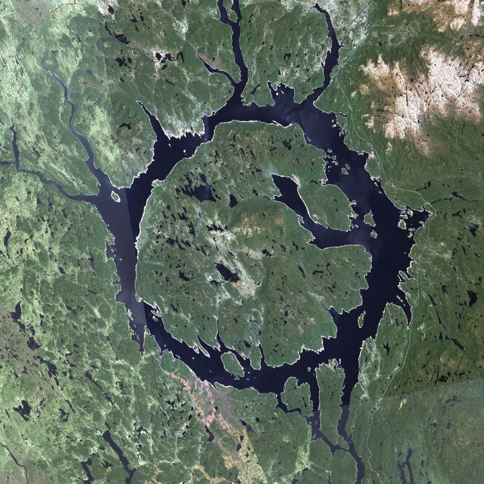 <p>Le Conseil de bande prétend que le rehaussement du réservoir Manicouagan provoquera l'inondation d'un milieu régénéré depuis quatre décennies, causant notammentla mort de plusieurs milliers d'hectares de forêts qui bordent le réservoir.</p>