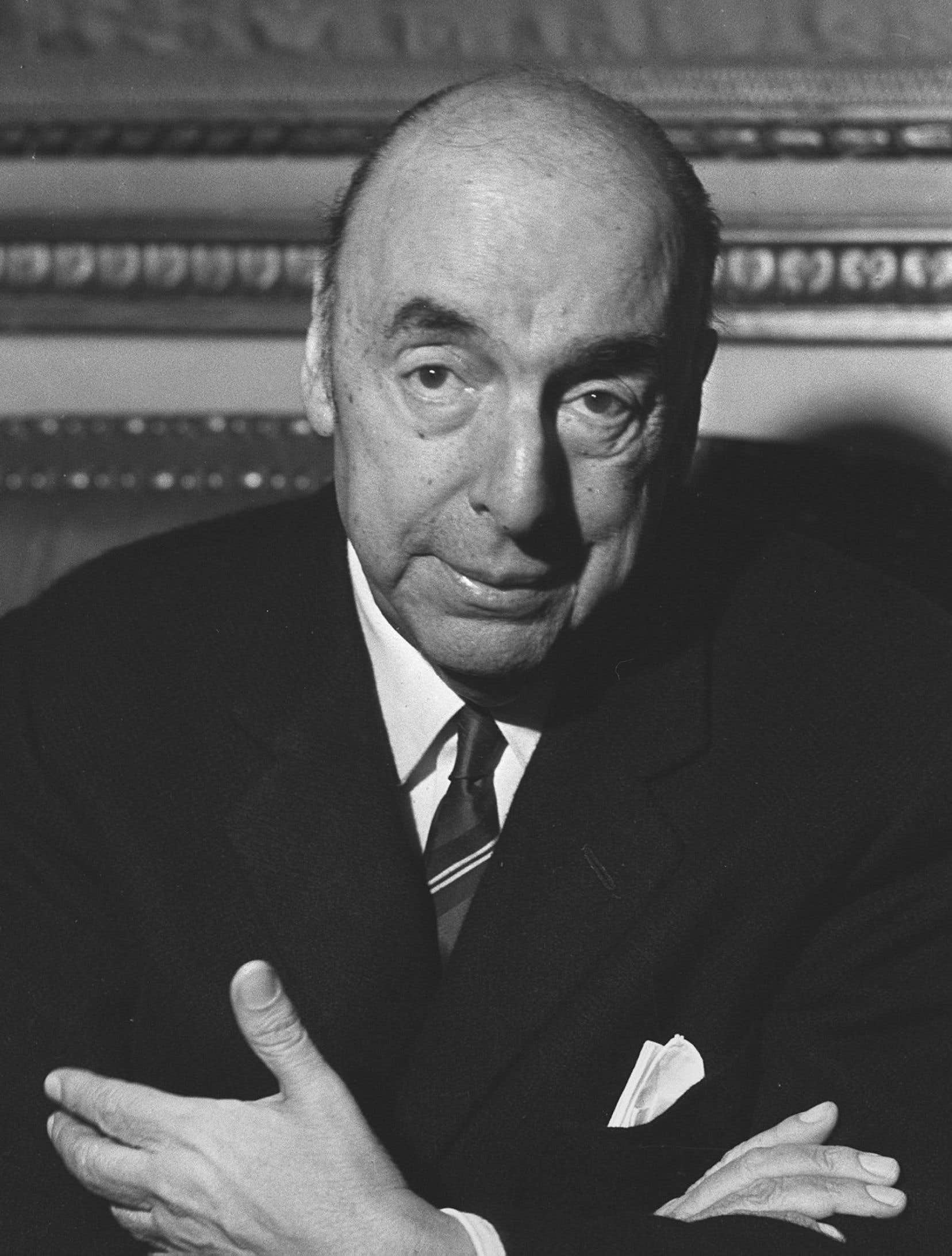 Selon le certificat de décès rédigé par la junte militaire alors au pouvoir au Chili, le poète Pablo Neruda est mort à 69 ans d'un cancer de la prostate.