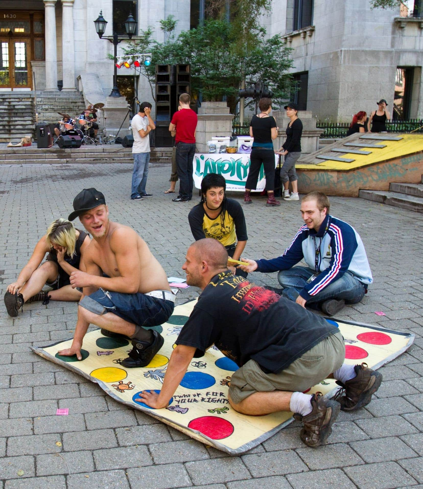 Pendant 20ans, le FER s'est tenu chaque été place Pasteur au centre-ville de Montréal, trois jours durant.