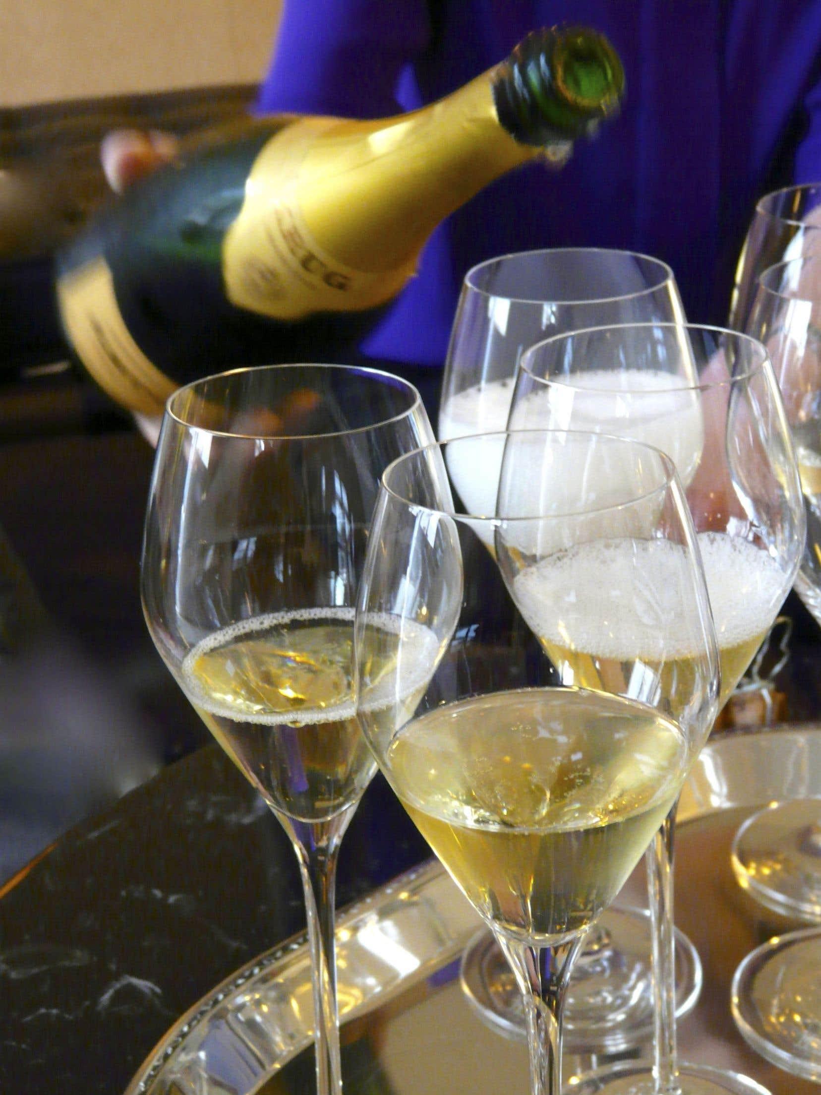 La Champagne roule sa bulle avec bonheur aux quatre coins ronds de la planète vin.