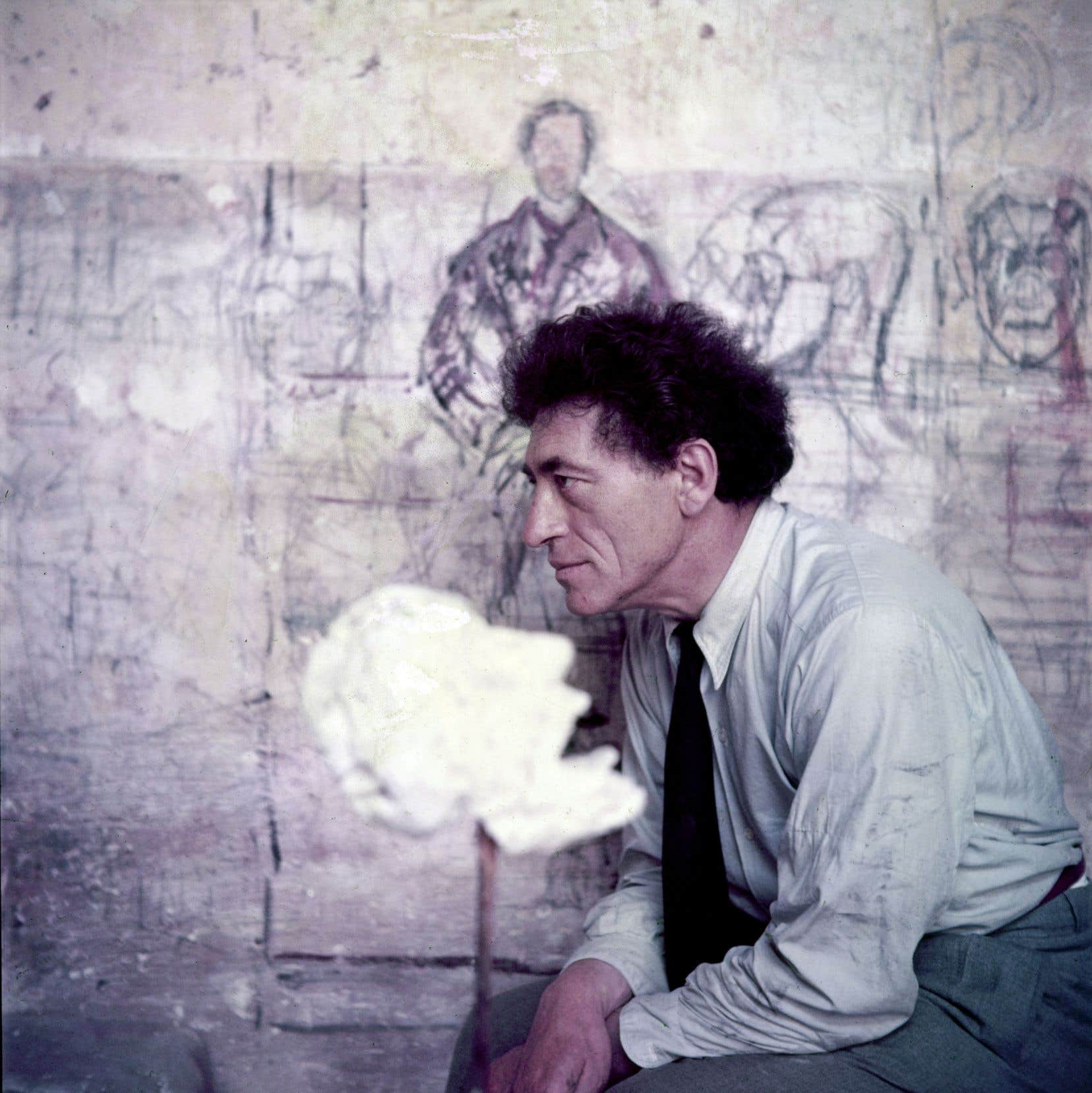 Dans son futur espace d'exposition permanent, la Fondation Giacometti reconstituera l'atelier parisien de l'artiste. Le sculpteur suisse est ici photographié en 1951.