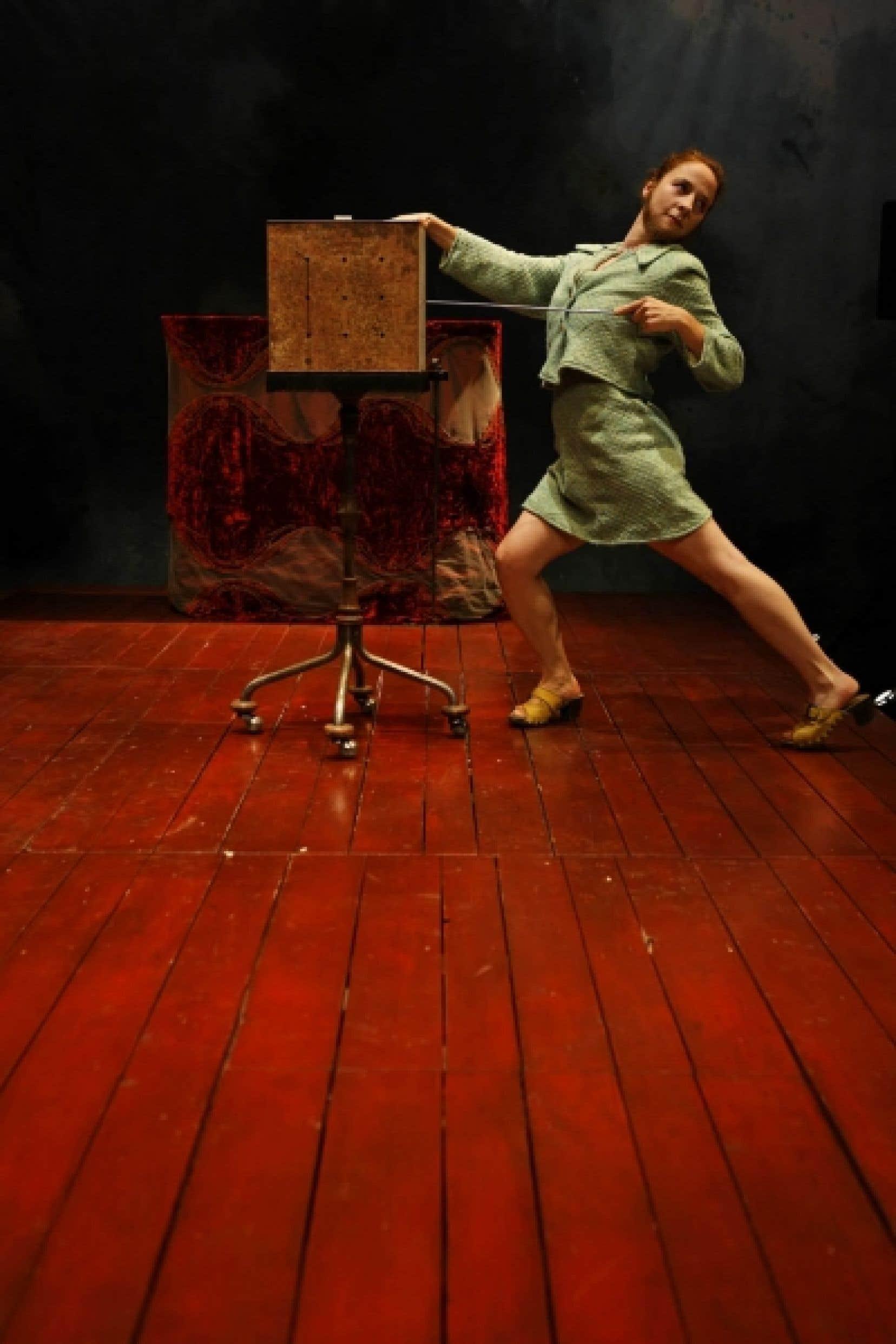 La pièce Éloge du poil, de la Comagnie Bal, déboulonne les clichés de la féminité et du cirque.