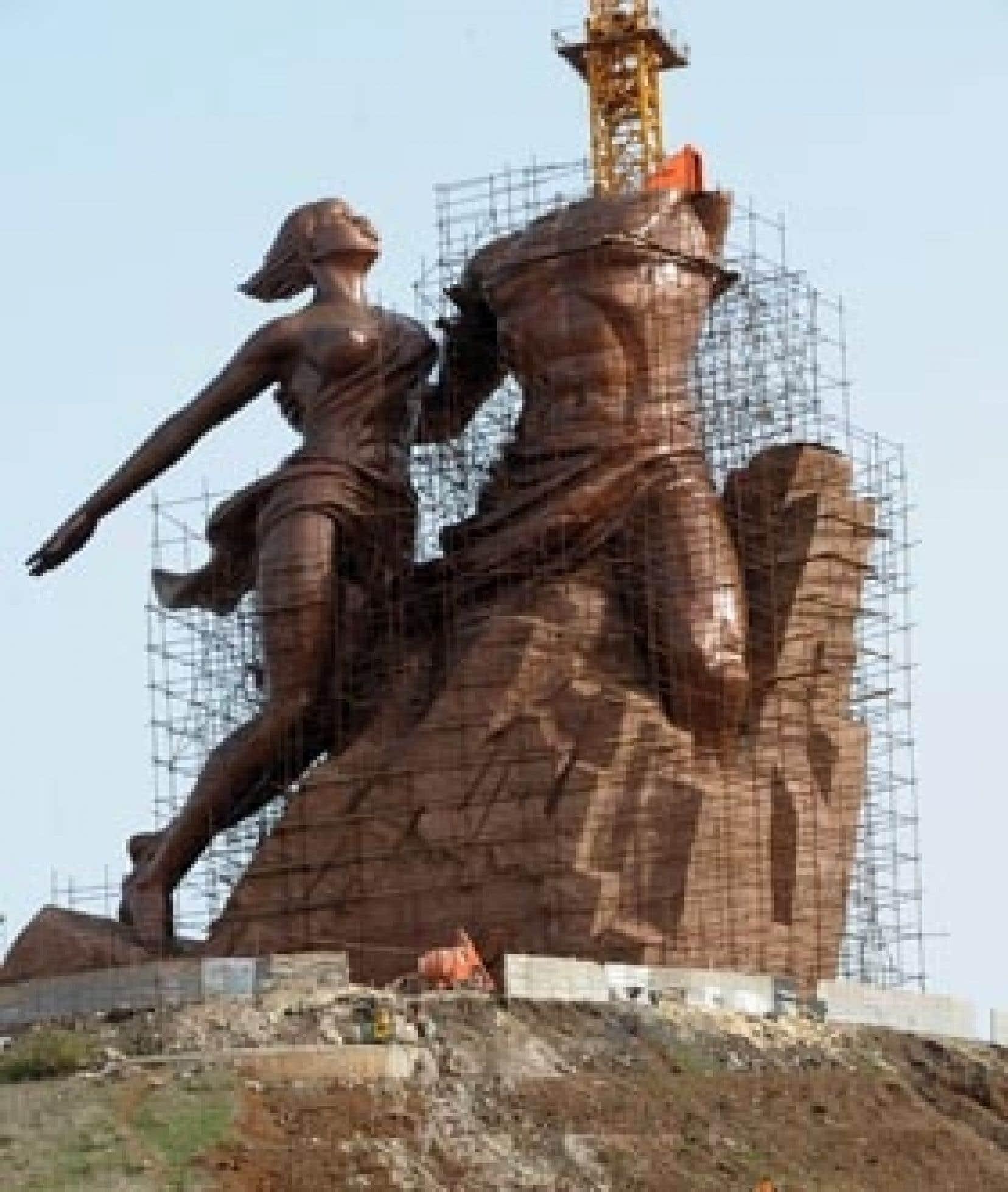Haut de 50 mètres, le monument sera la plus grande statue de bronze au monde.