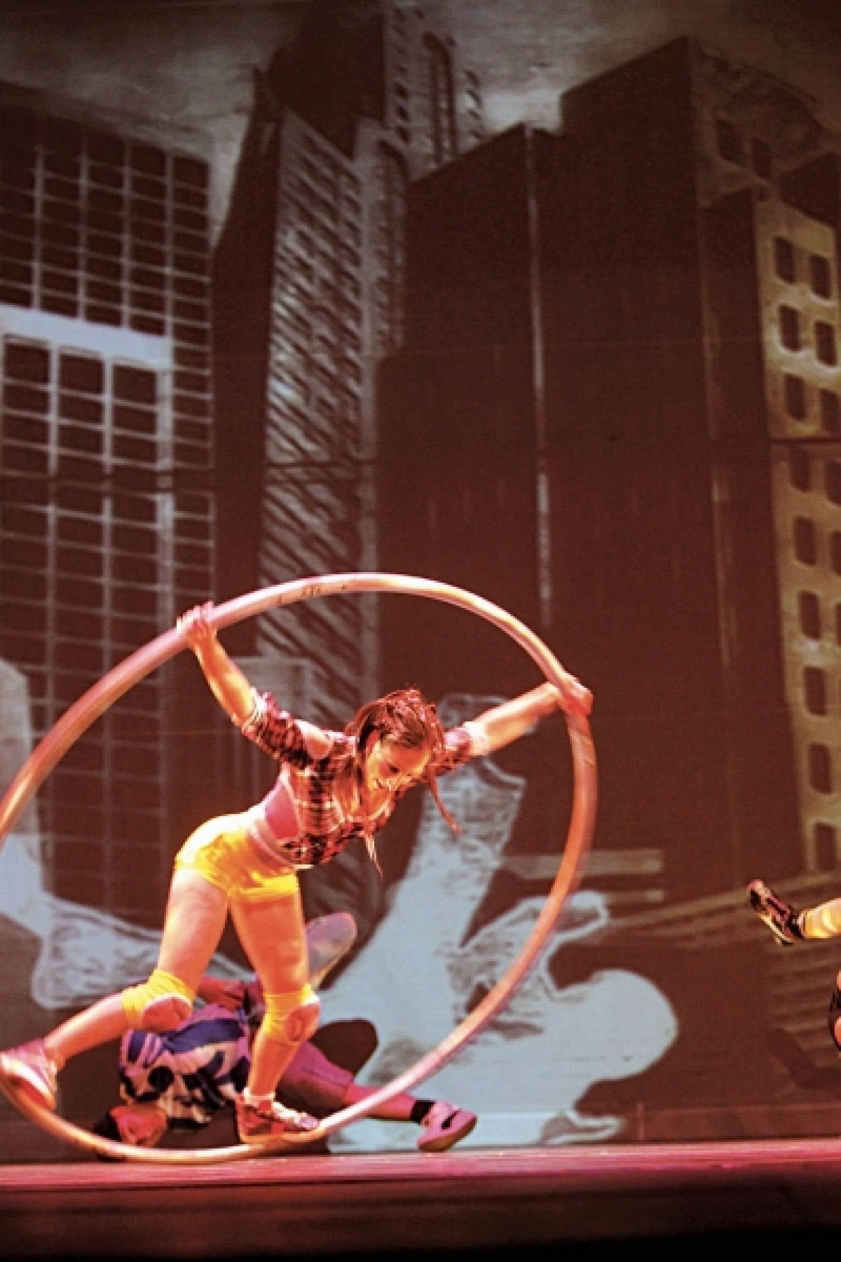 Montréal complètement cirque prendra son envol le 8 juillet sur les quais du Vieux-Port avec la présentation sous chapiteau d'ID, la toute dernière création du Cirque Éloize