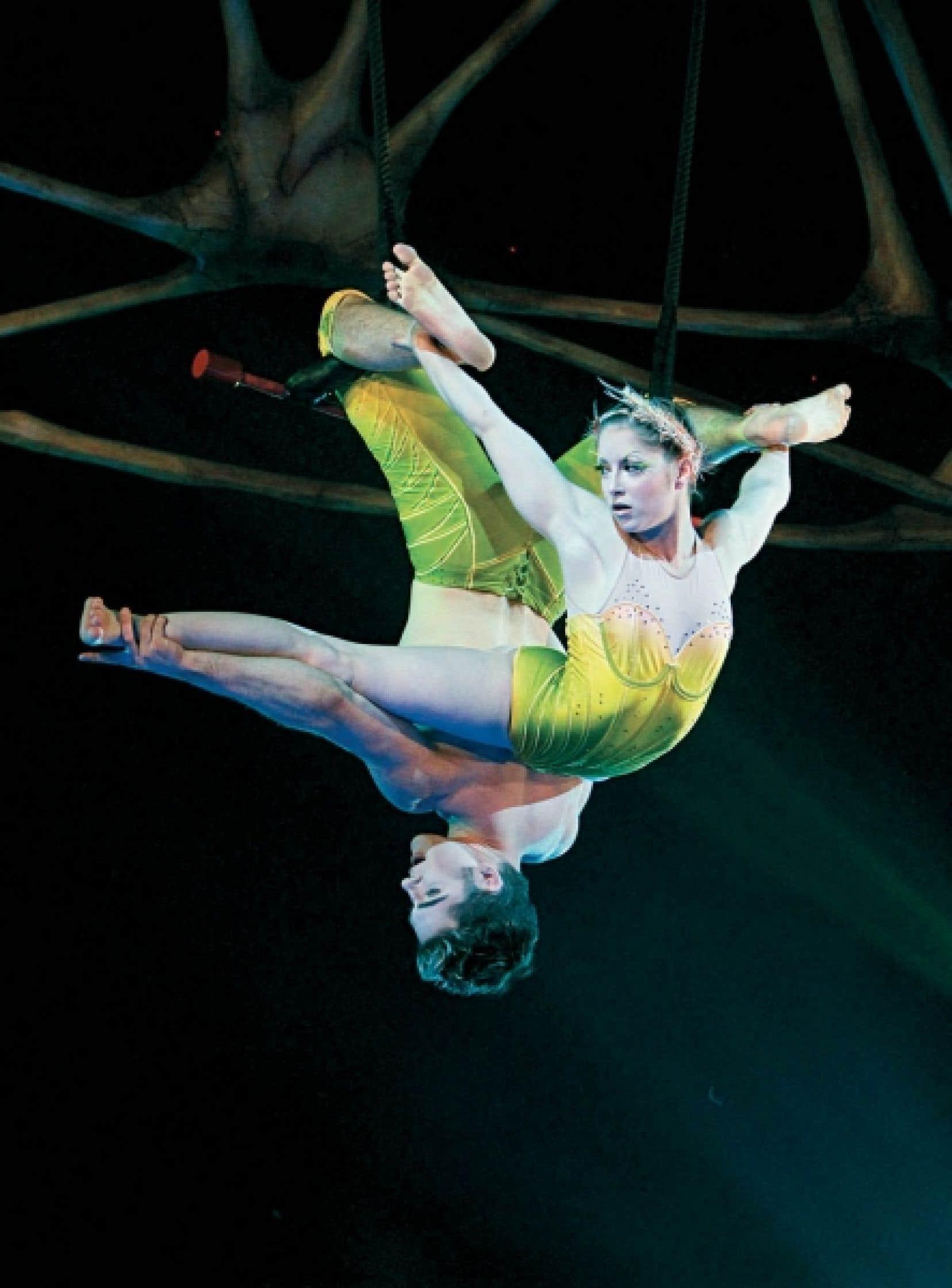 Le petit miracle, le grand bijou, est servi par Louis-David Simoneau et Rosalie Ducharme, deux jeunes diplômés de l'École nationale de cirque du Canada.