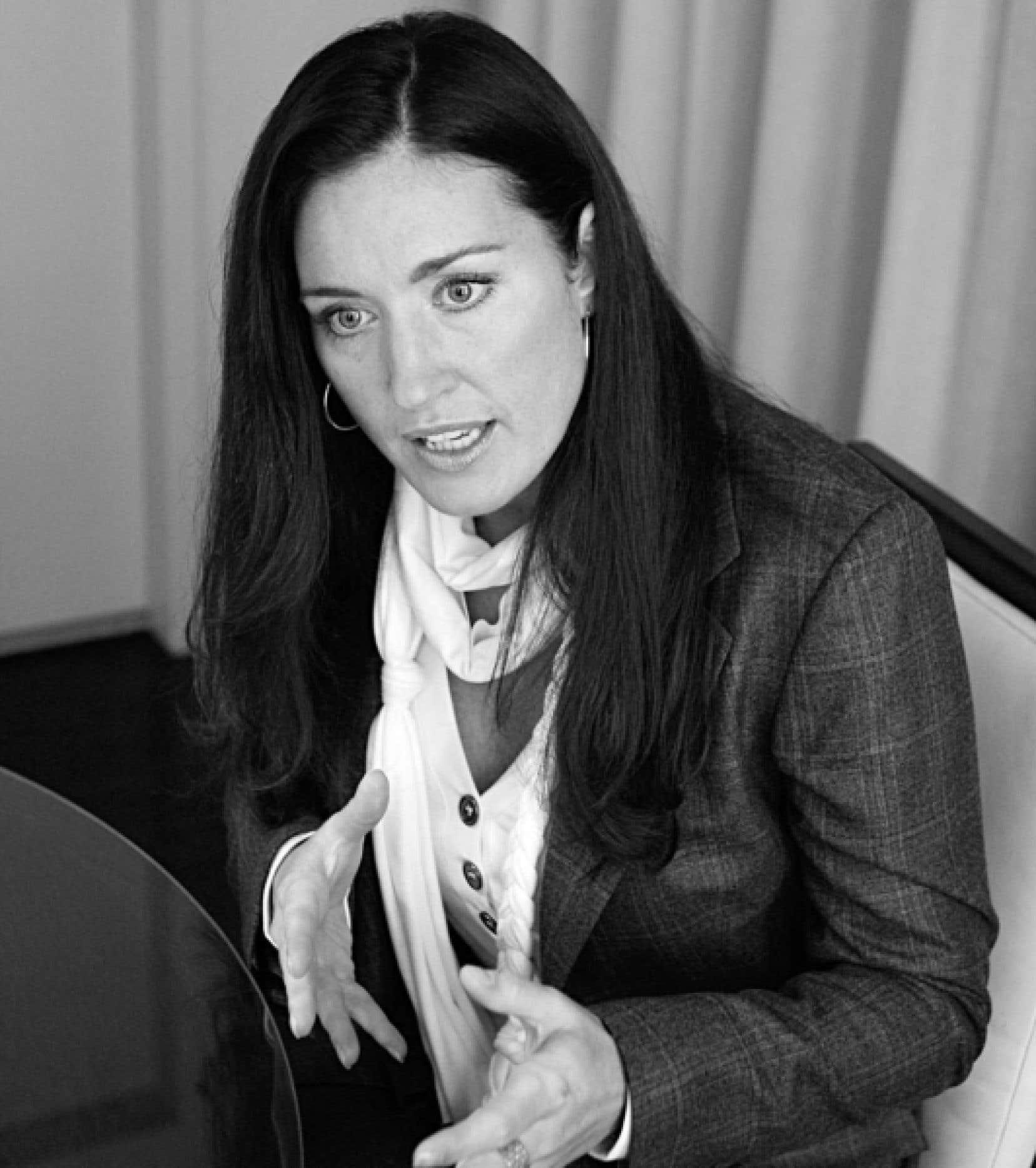 La saga Julie Couillard, qui a éclaté sur la colline parlementaire en mai 2008, revient à l'avant-plan alors que le Groupe TVA réclame 1,3 million de dollars à Gesca pour atteinte à la réputation journalistique. Des chroniqueurs du Soleil et de La Presse s'étaient interrogés sur la frilosité de TVA à diffuser la photo de Mme Couillard, ce que le poste de télévision n'a pas apprécié.