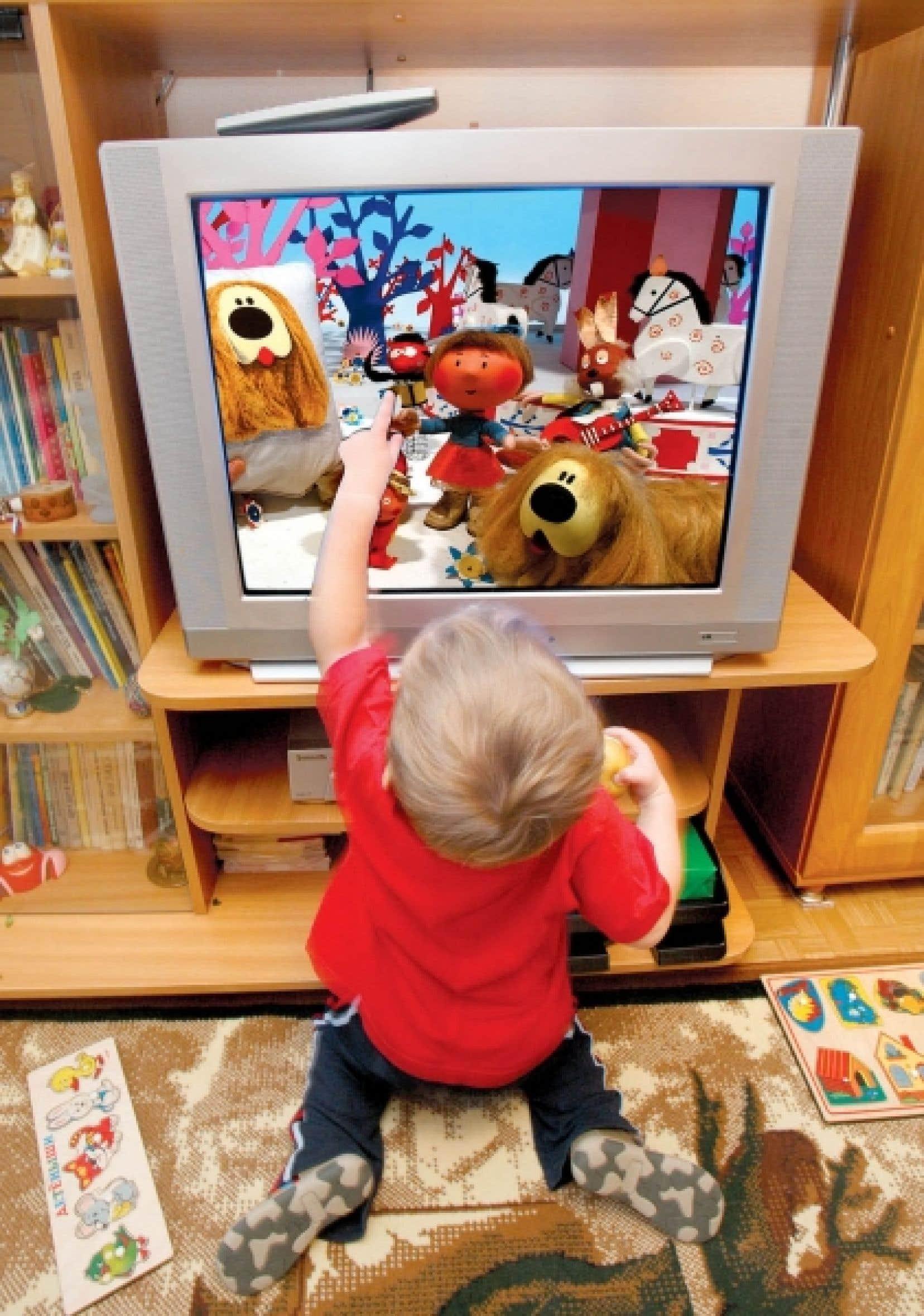 Les effets négatifs de l'exposition précoce à la télévision sont persistants, ont constaté les chercheurs.