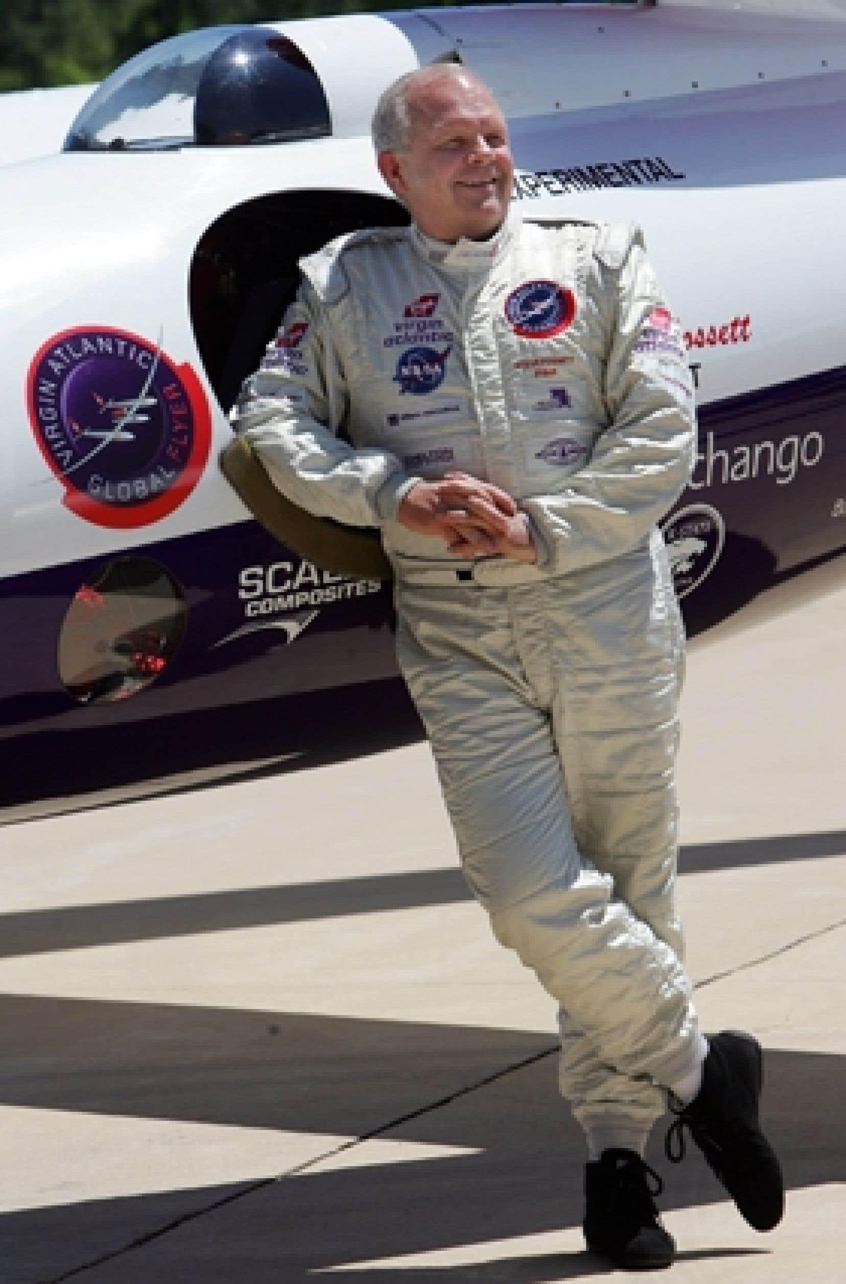 Âgé de 63 ans, Steve Fossett, qui avait réalisé de nombreux exploits en bateau, en avion et en ballon, a disparu le 3 septembre 2007.