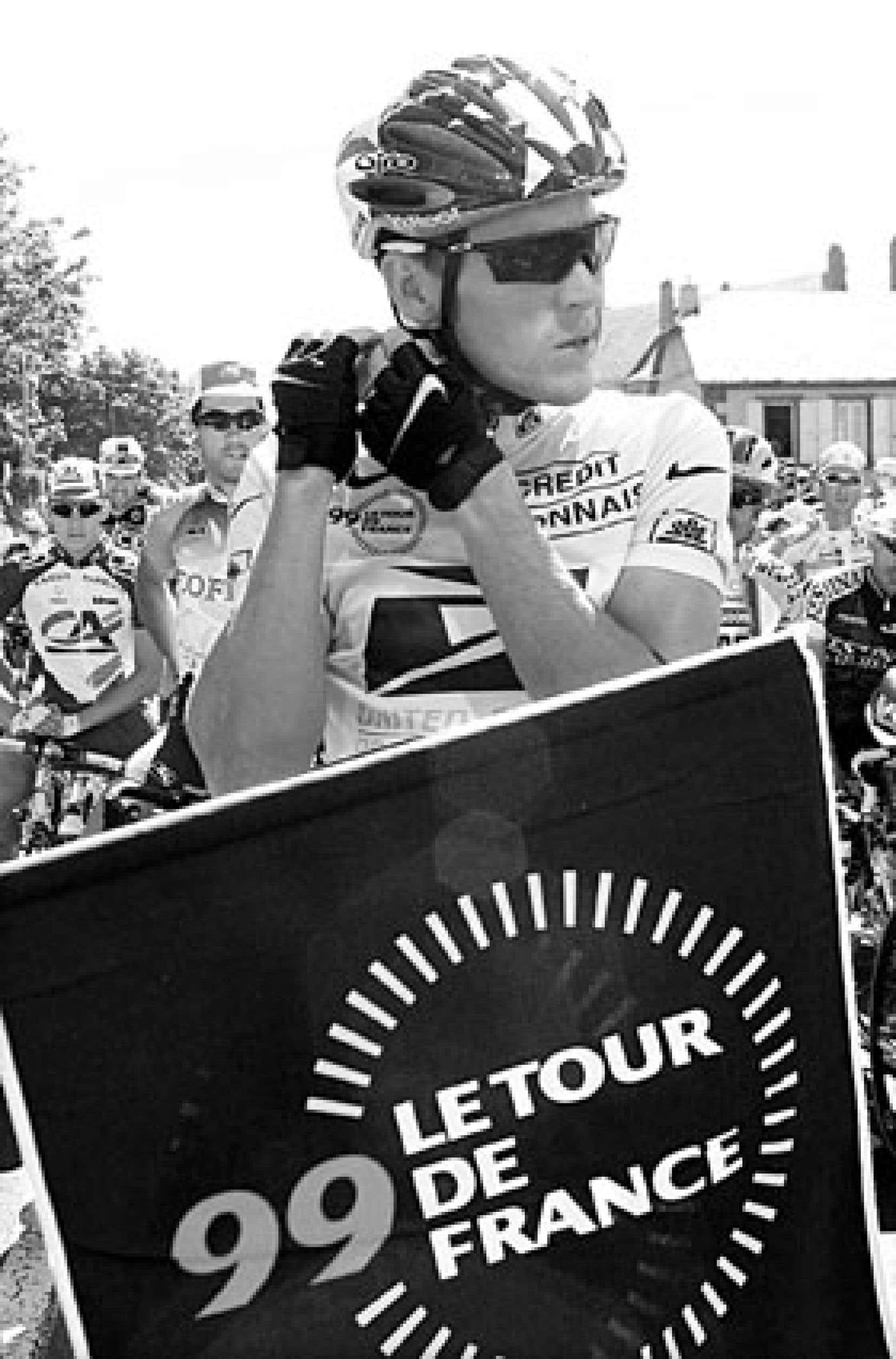 Lance Armstrong a été soupçonné d'avoir utilisé de l'EPO lors de sa première victoire sur le Tour de France en 1999 à la suite d'une enquête du journal français L'Équipe.