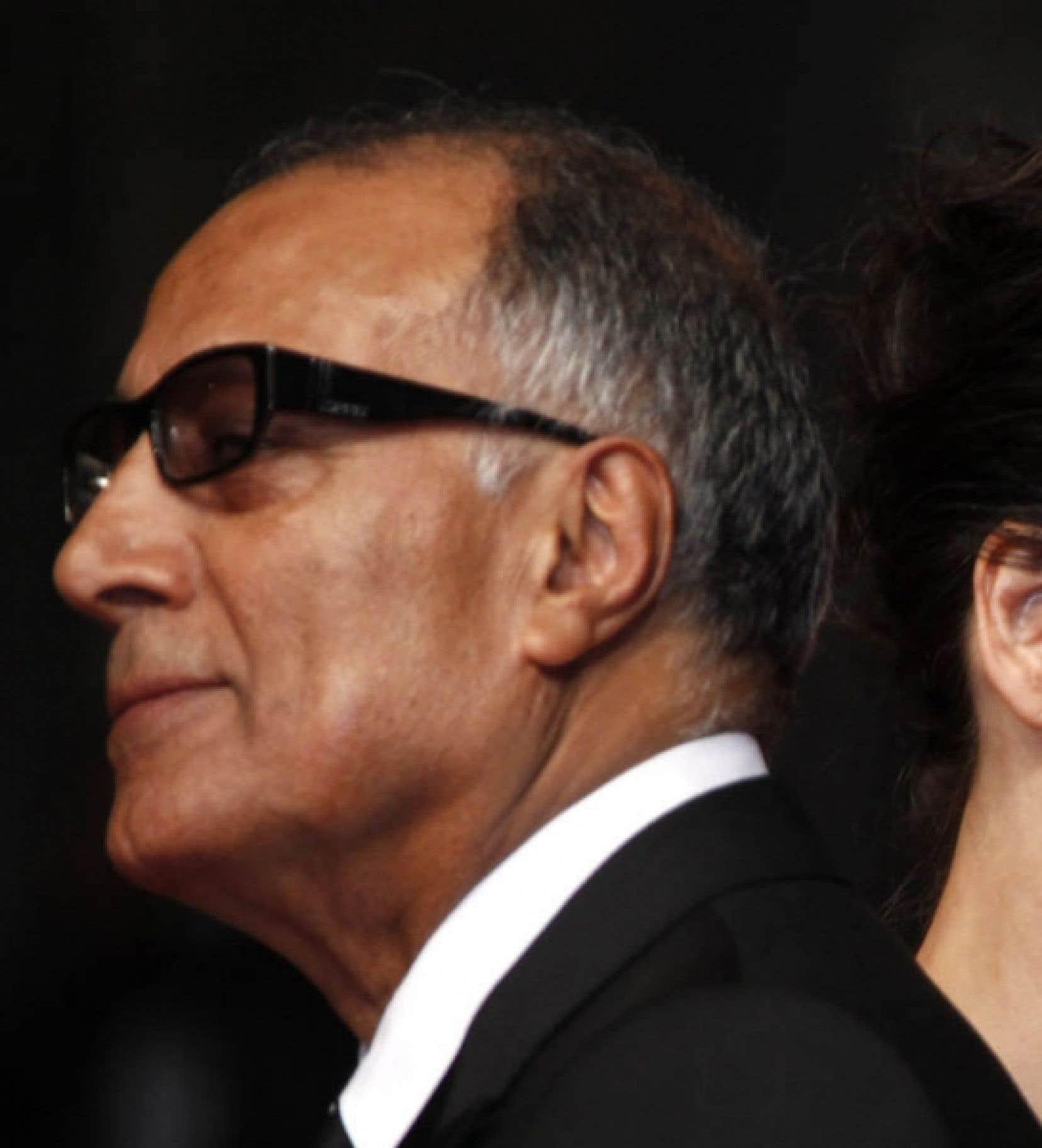 Le réalisateur iranien Abbas Kiarostami et l'actrice française Juliette Binoche photopgraphiés sur le tapis rouge à l'occasion de la présentation de Copie conforme en compétition, hier, à Cannes.