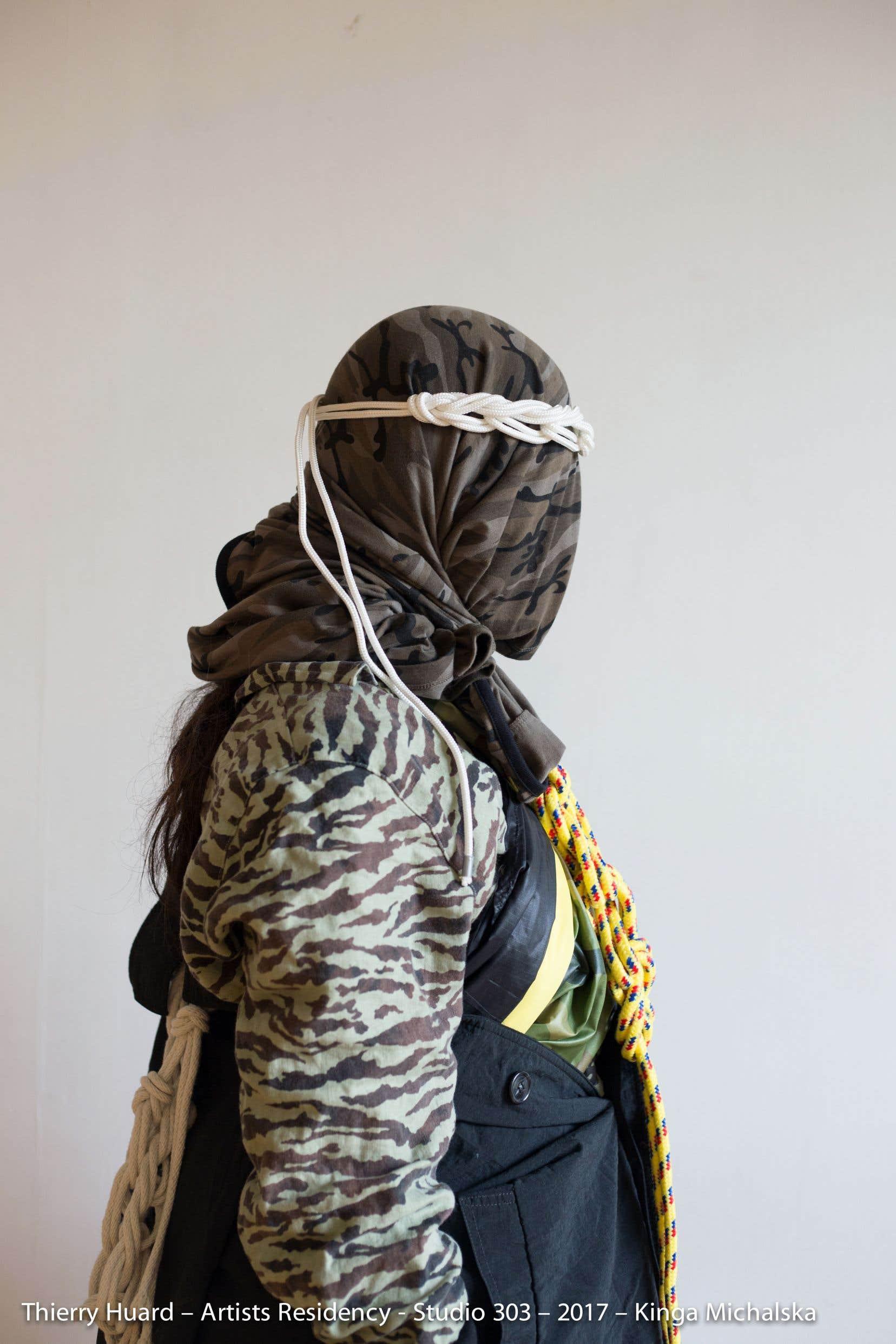 Dans «We Can Disappear You»,Thierry Huard utilise des symboles de force et de violence, mais sans les charger, ni dans l'énergie ni dans l'incarnation.