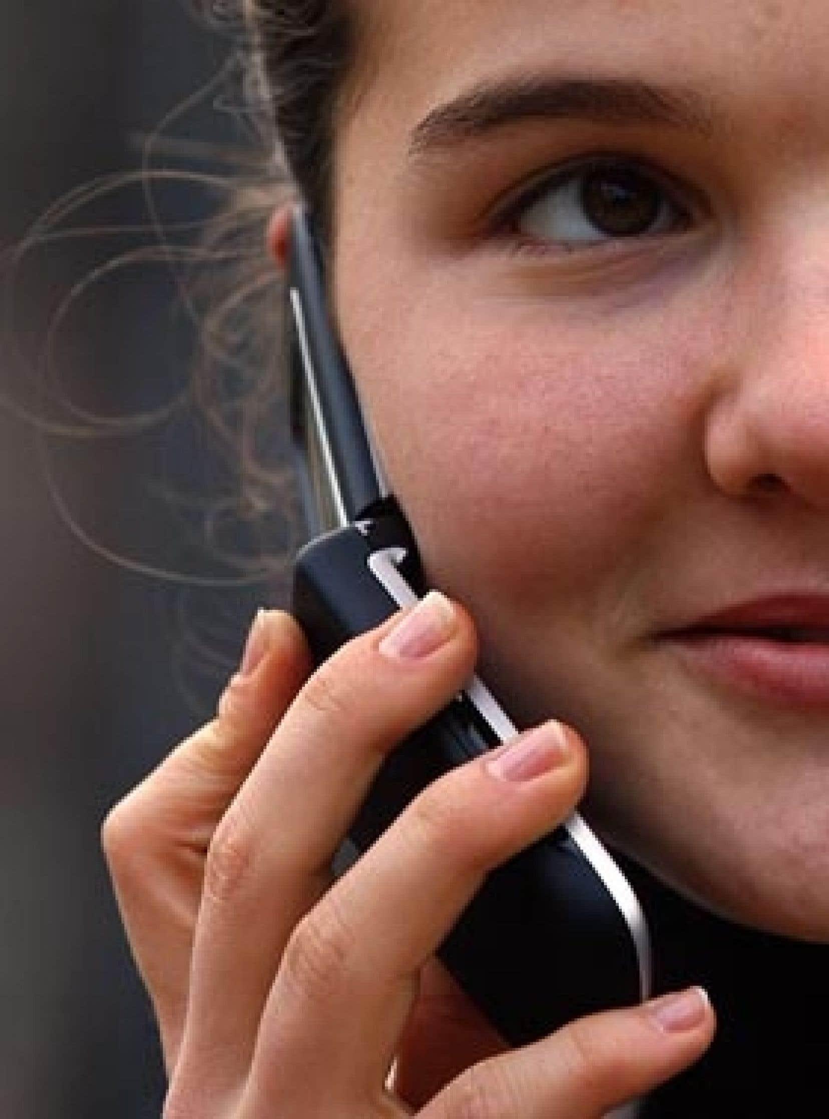 Au Canada, une consommation dite moyenne de communications mobiles coûte 200 $, soit quatre fois plus qu'au Danemark.