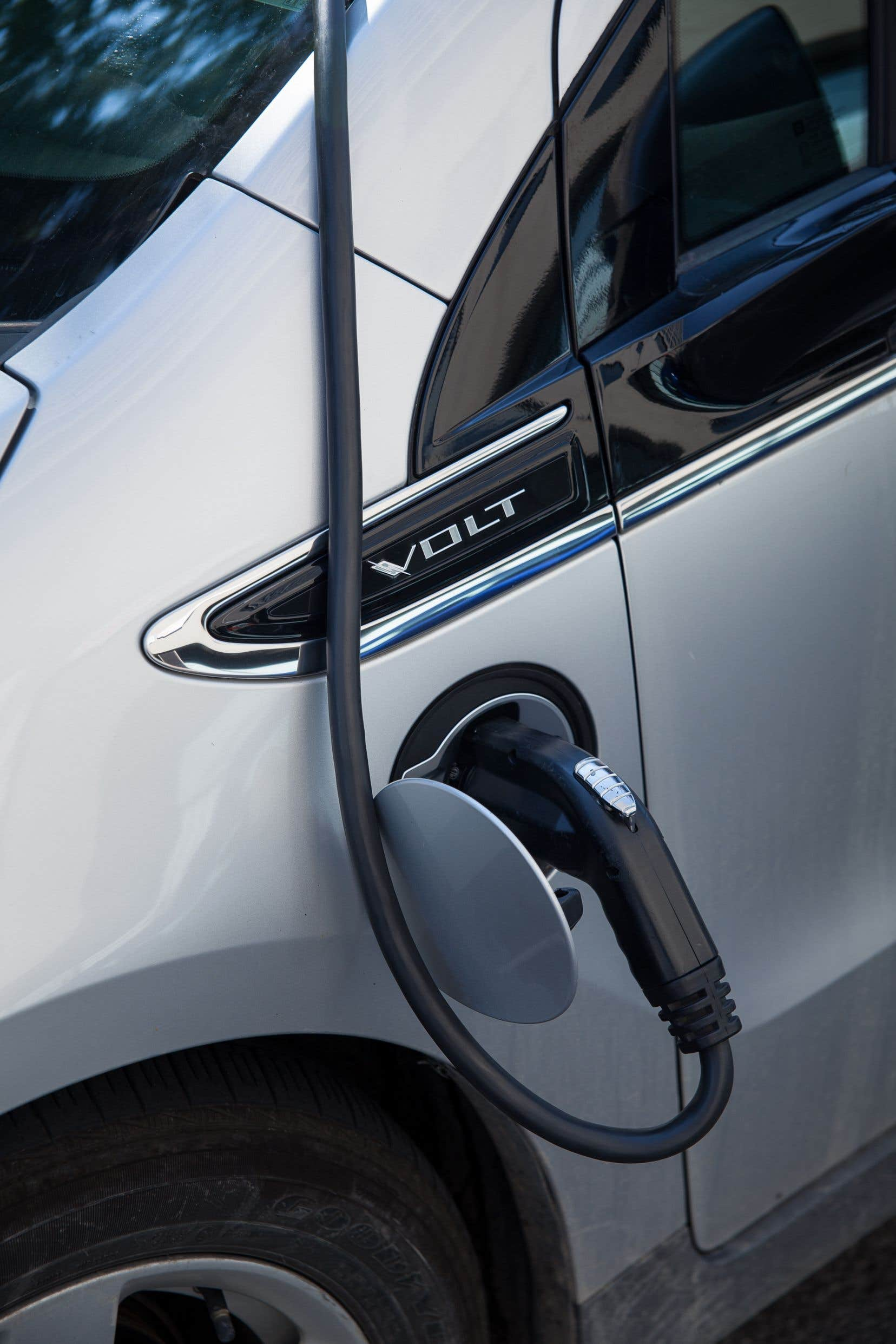 On prévoit que, d'ici la fin de 2020, 100 000 véhicules électriques rouleront au Québec, et 1 million en 2030.