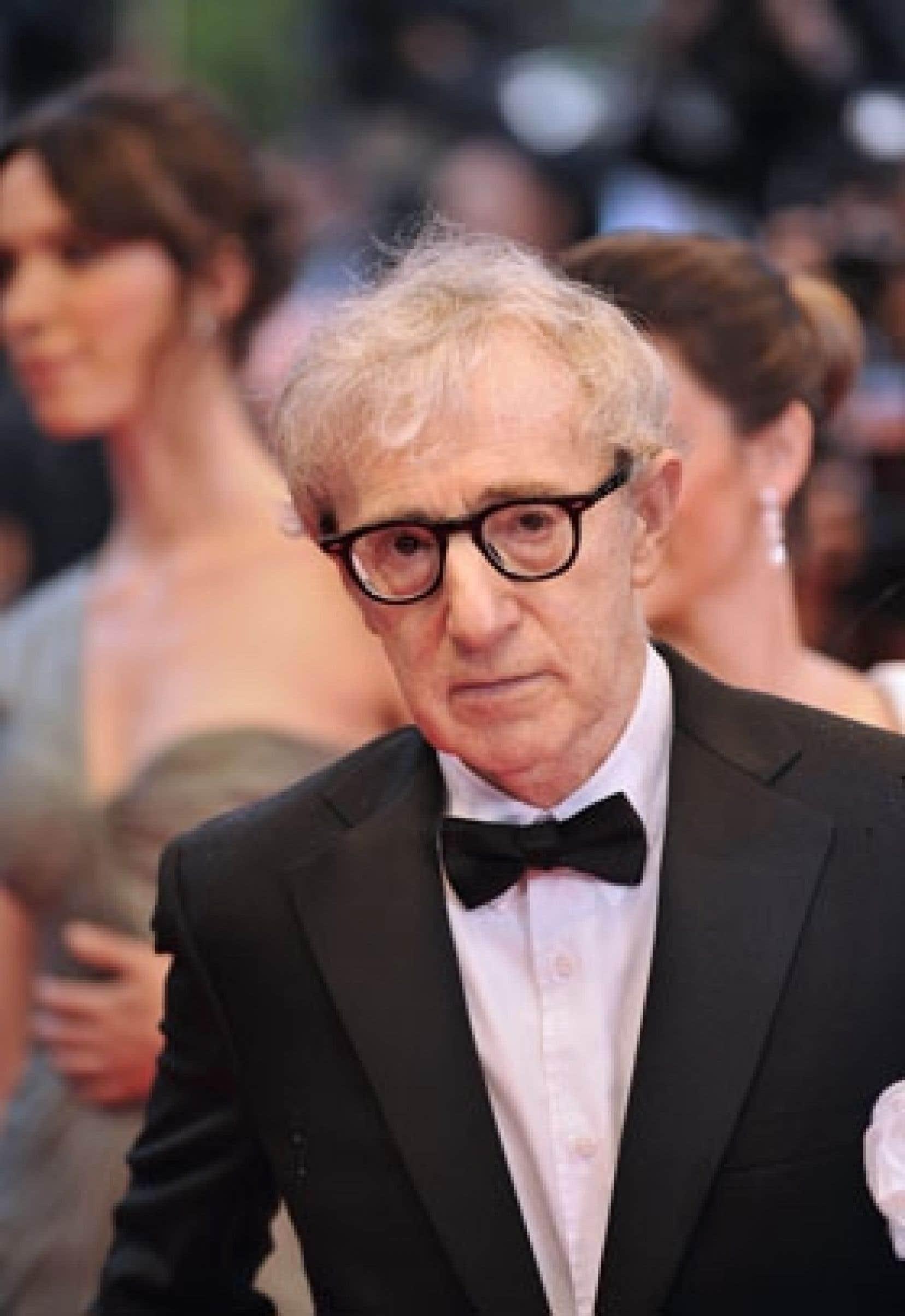 Woody Allen a surpris en transposant l'oeuvre de Puccini de la Florence médiévale à une Italie contemporaine, et en animant tous les personnages de cette farce, qui se disputent un héritage.