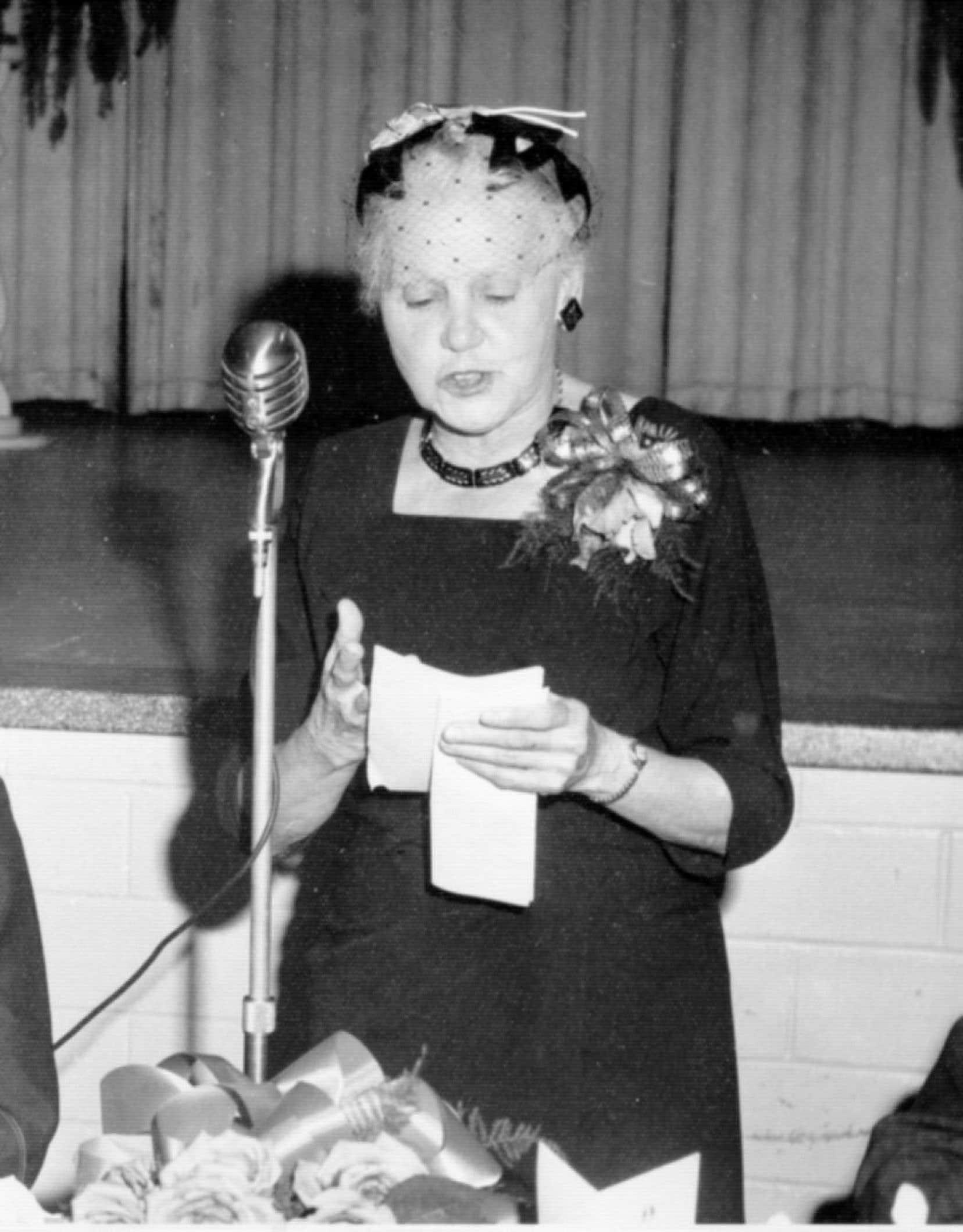 En 1937, Laure Gaudreault devient une syndicaliste rémunérée à temps plein (450$ par année) au moment de la création de la Fédération catholique des institutrices rurales du Québec. Elle prend conscience de l'ampleur de sa tâche et se répète souvent à elle-même et dans ses discours publics: «Ce n'est pas parce que personne ne parle que la justice règne.»